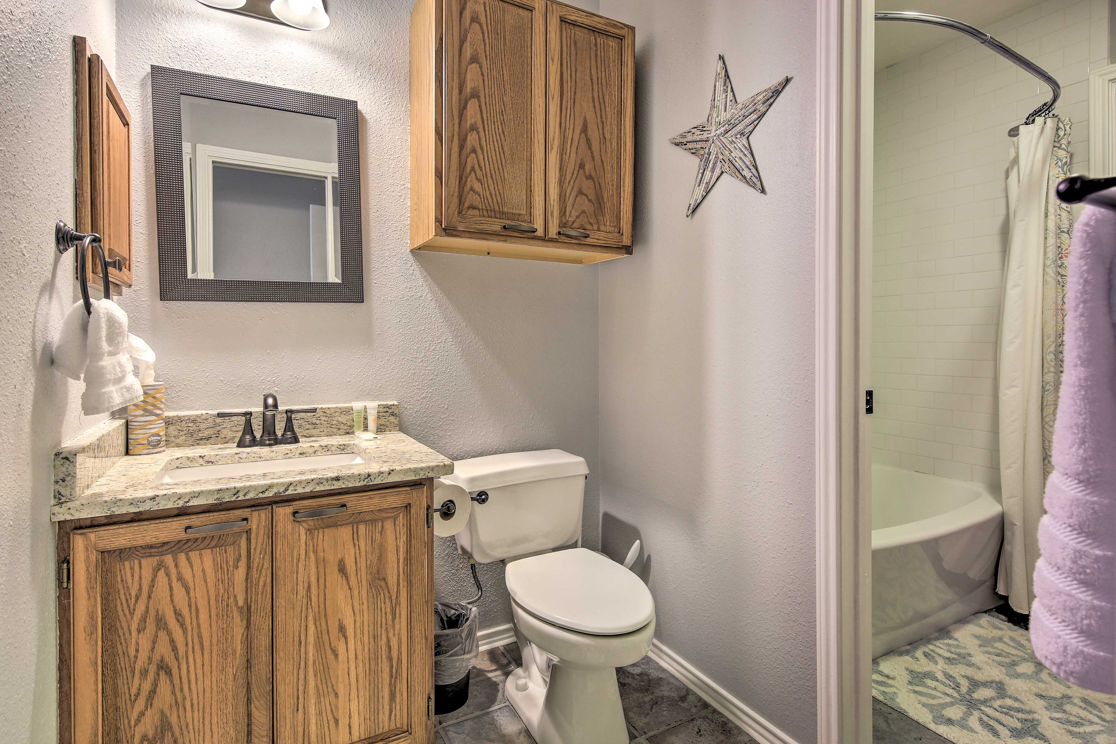 Full Bathroom 2 | Towels Provided