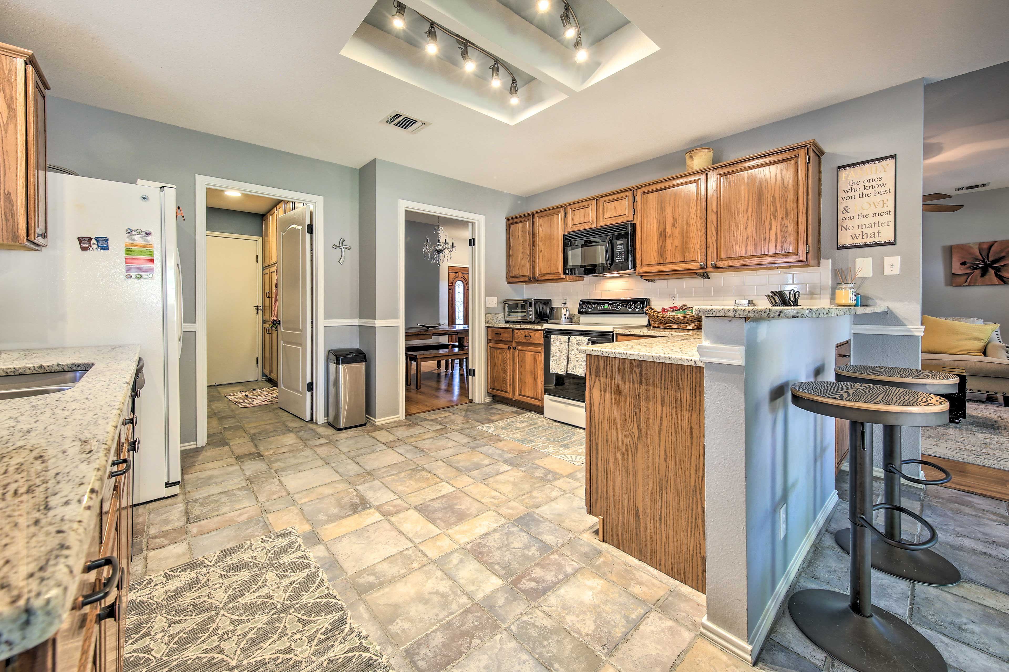 Fully Equipped Kitchen | Breakfast Bar