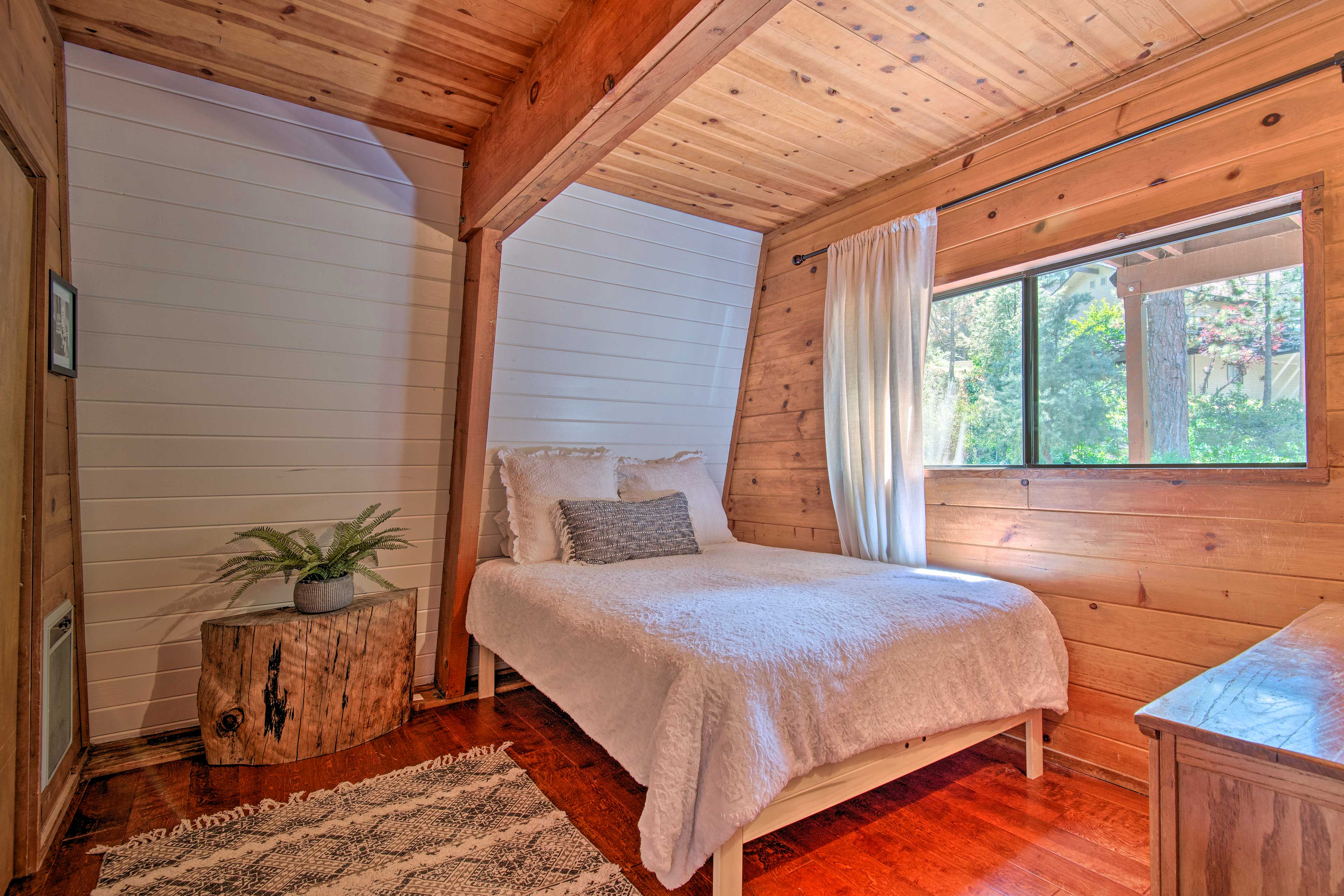 The second bedroom boasts a queen bed for 2!