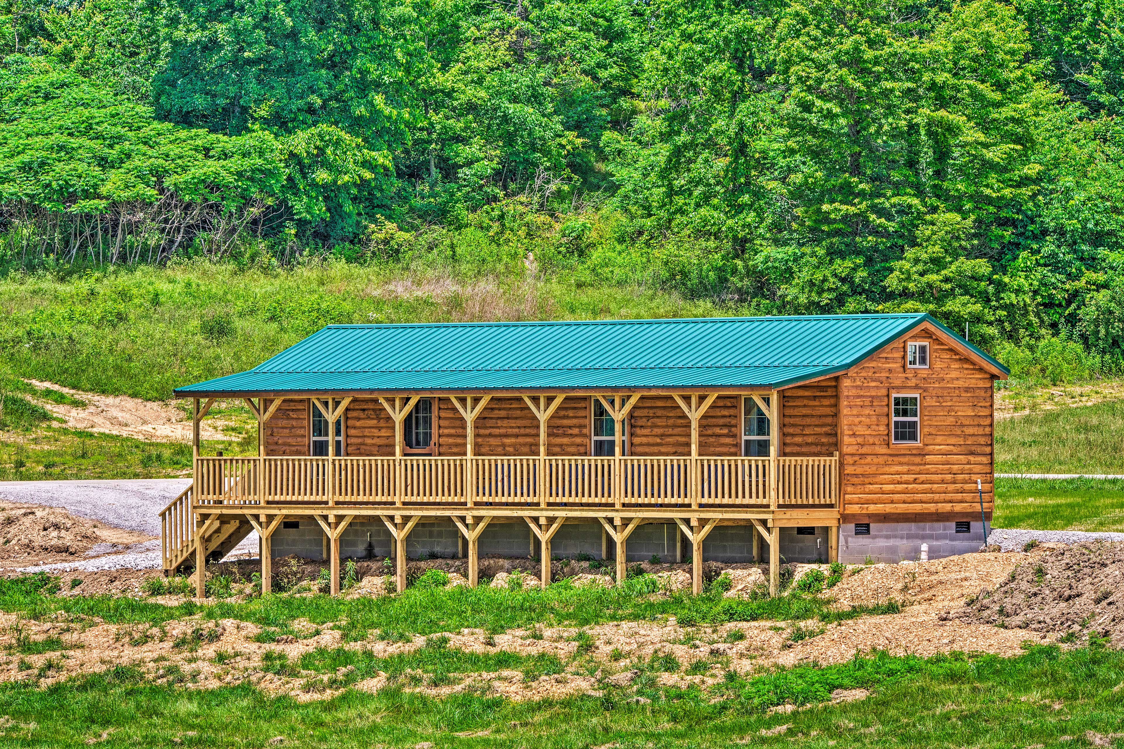 Enjoy outdoors relaxation at this log cabin.