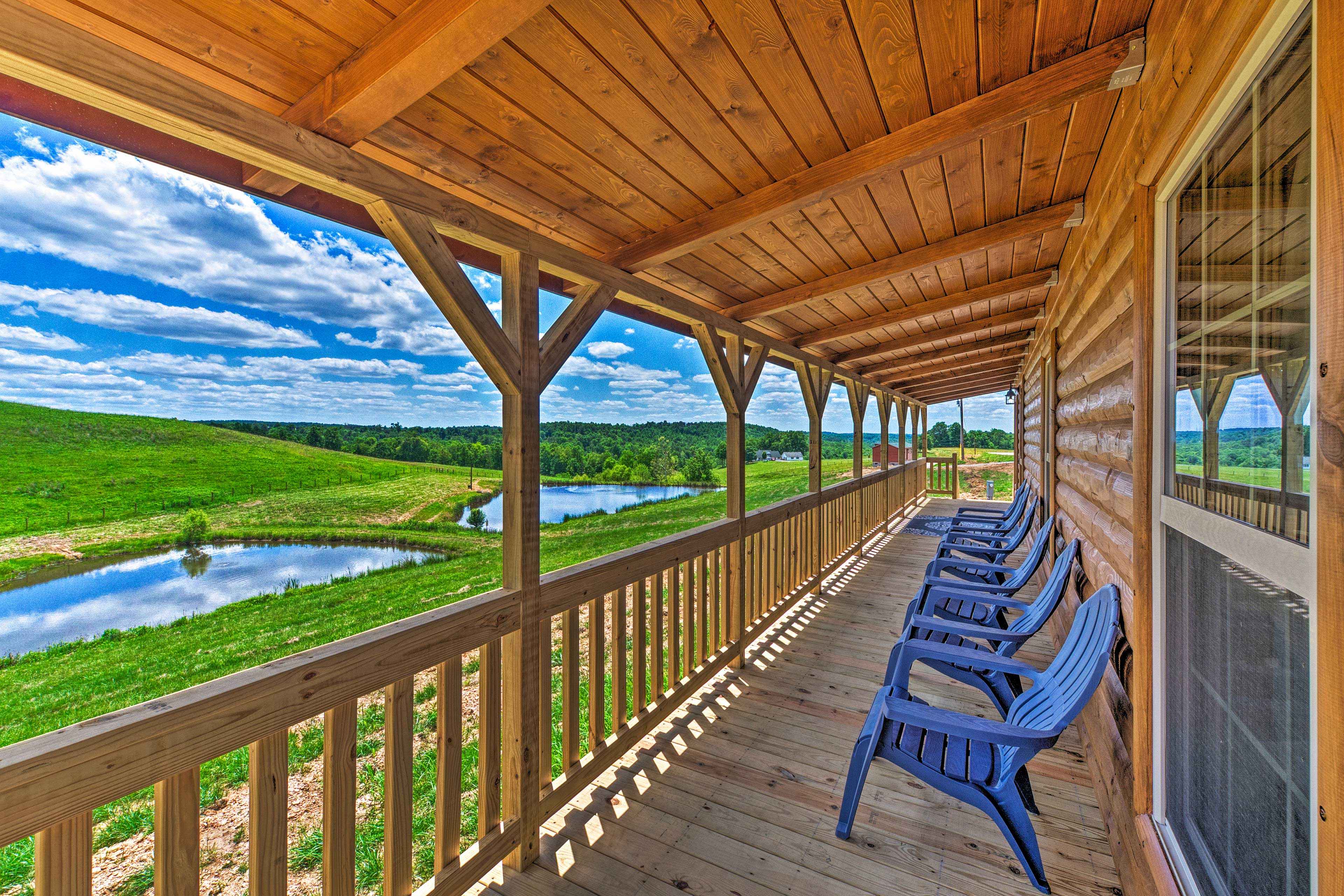 Find a scenic home base at this Mammoth Cave vacation rental cabin!