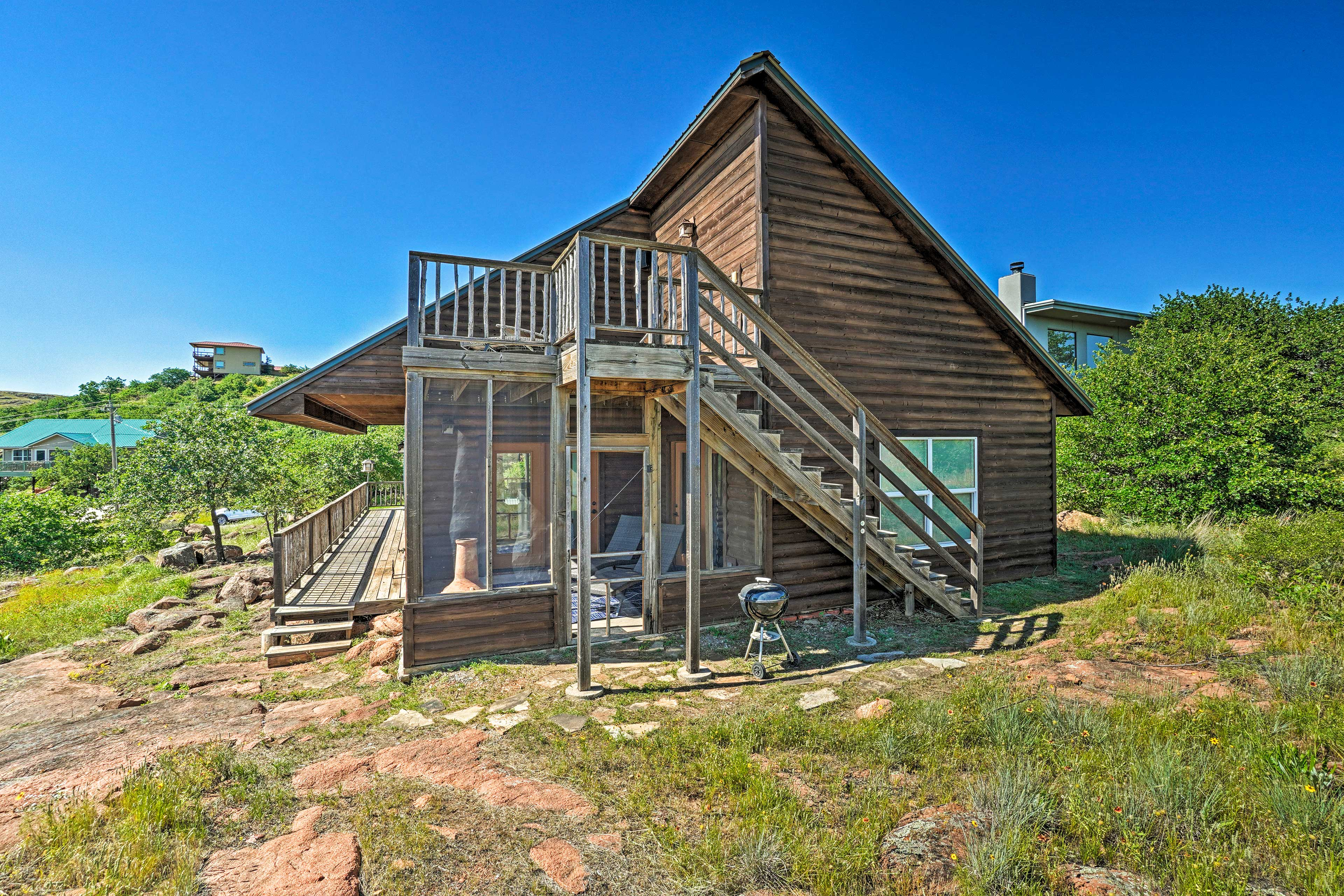 This cabin is equipped with all of the comforts of home.
