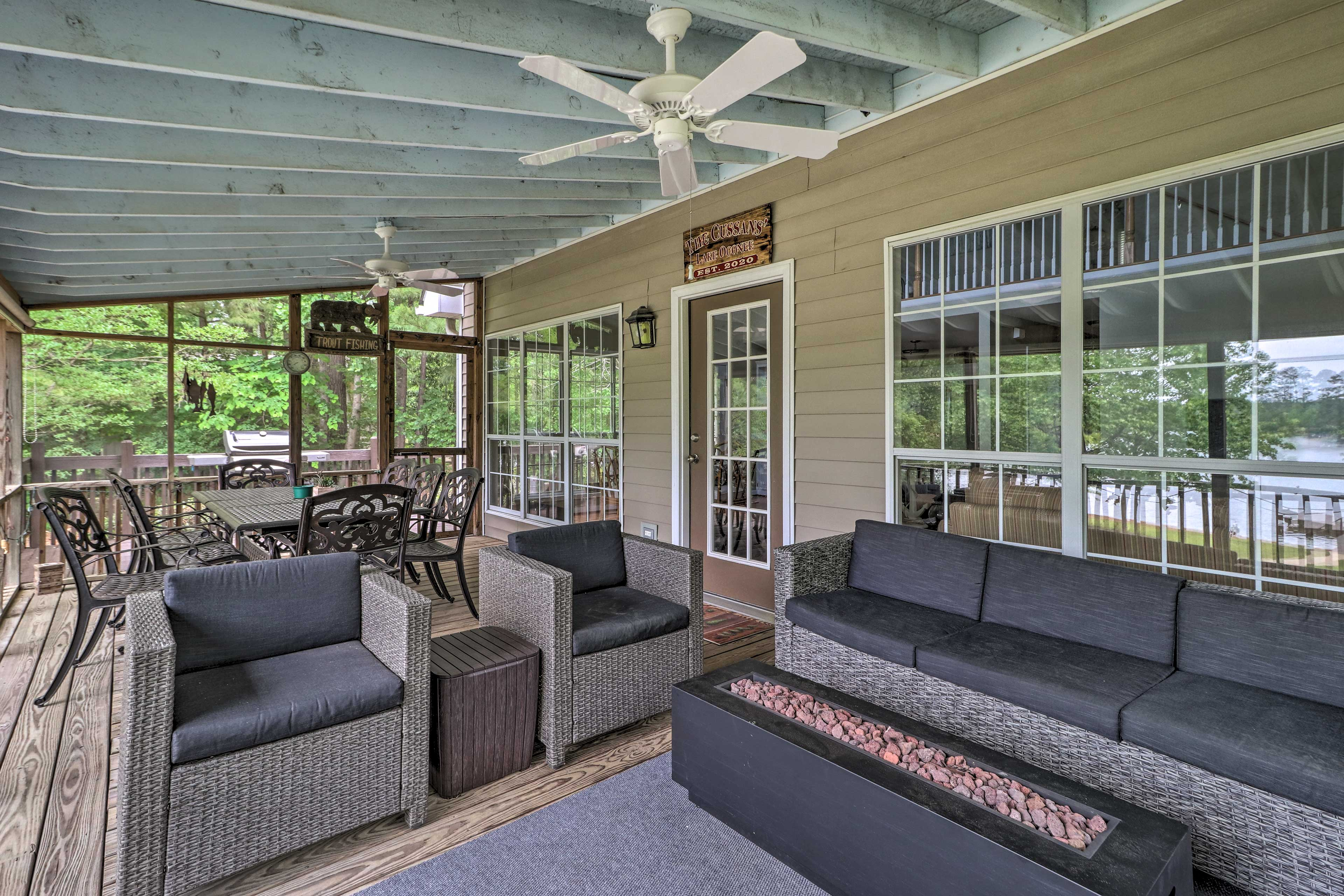 Screened Deck | Fire Pit