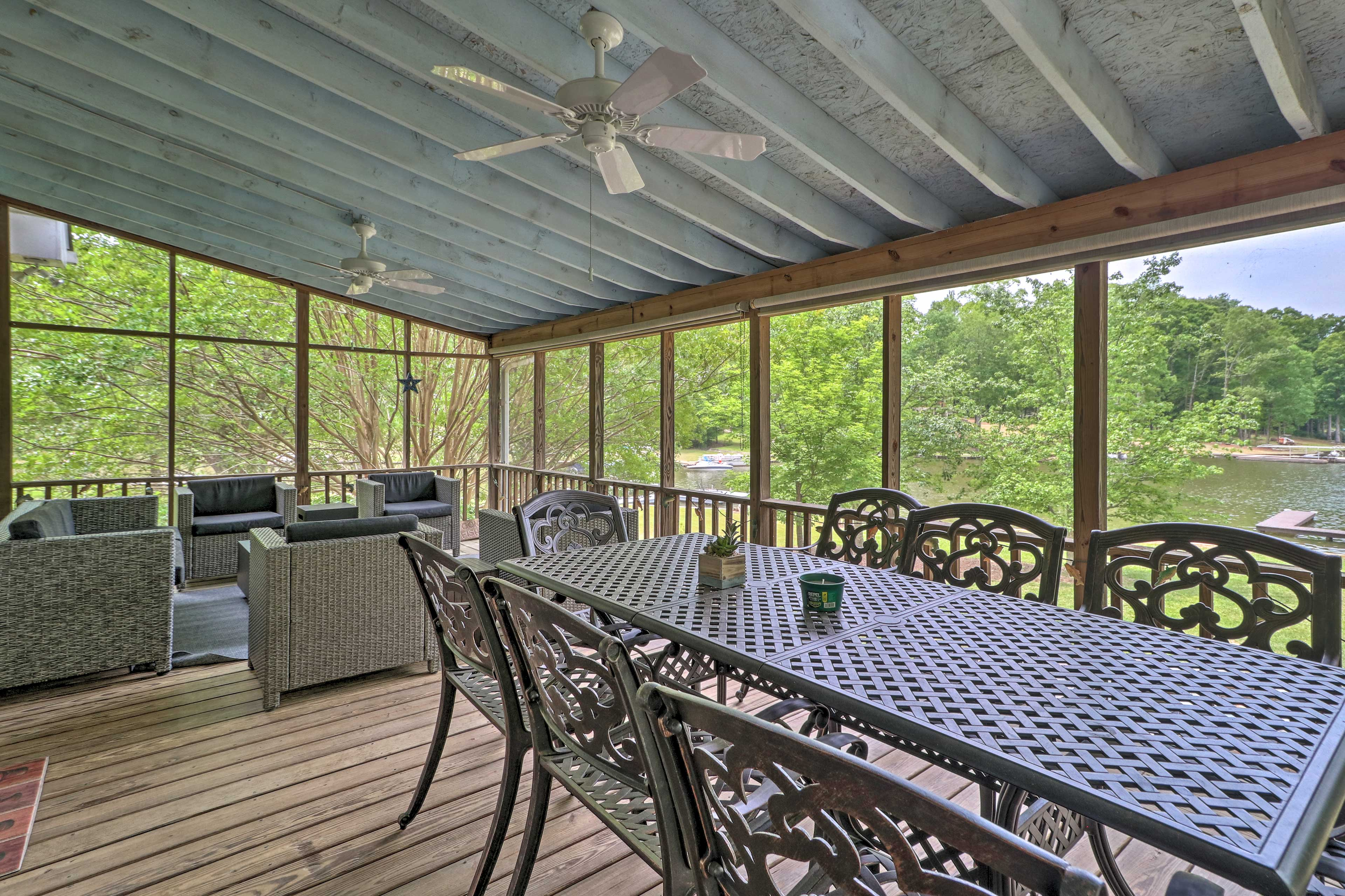 Screened Deck | Ample Seating