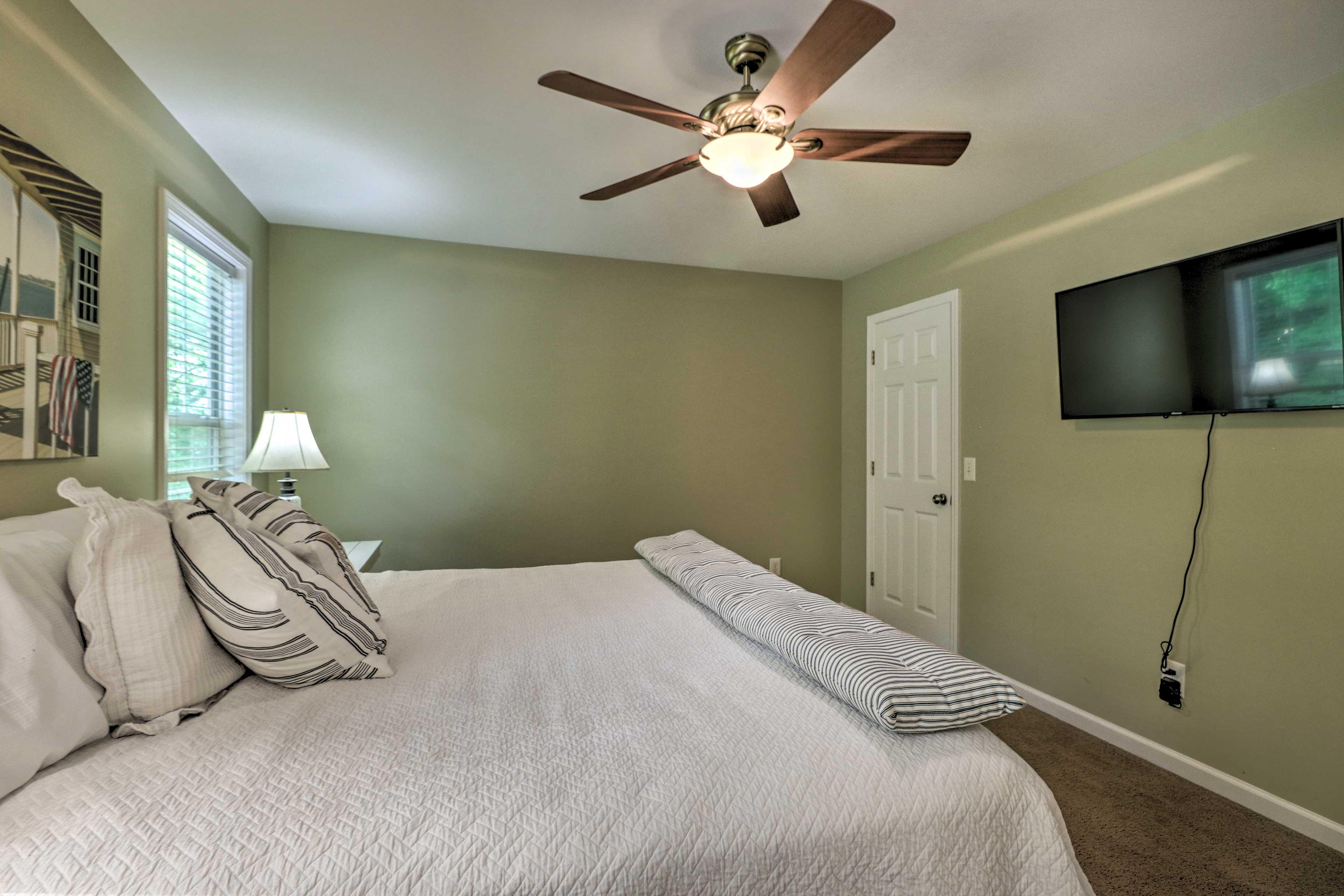 Bedroom 1 | Flat-Screen TV