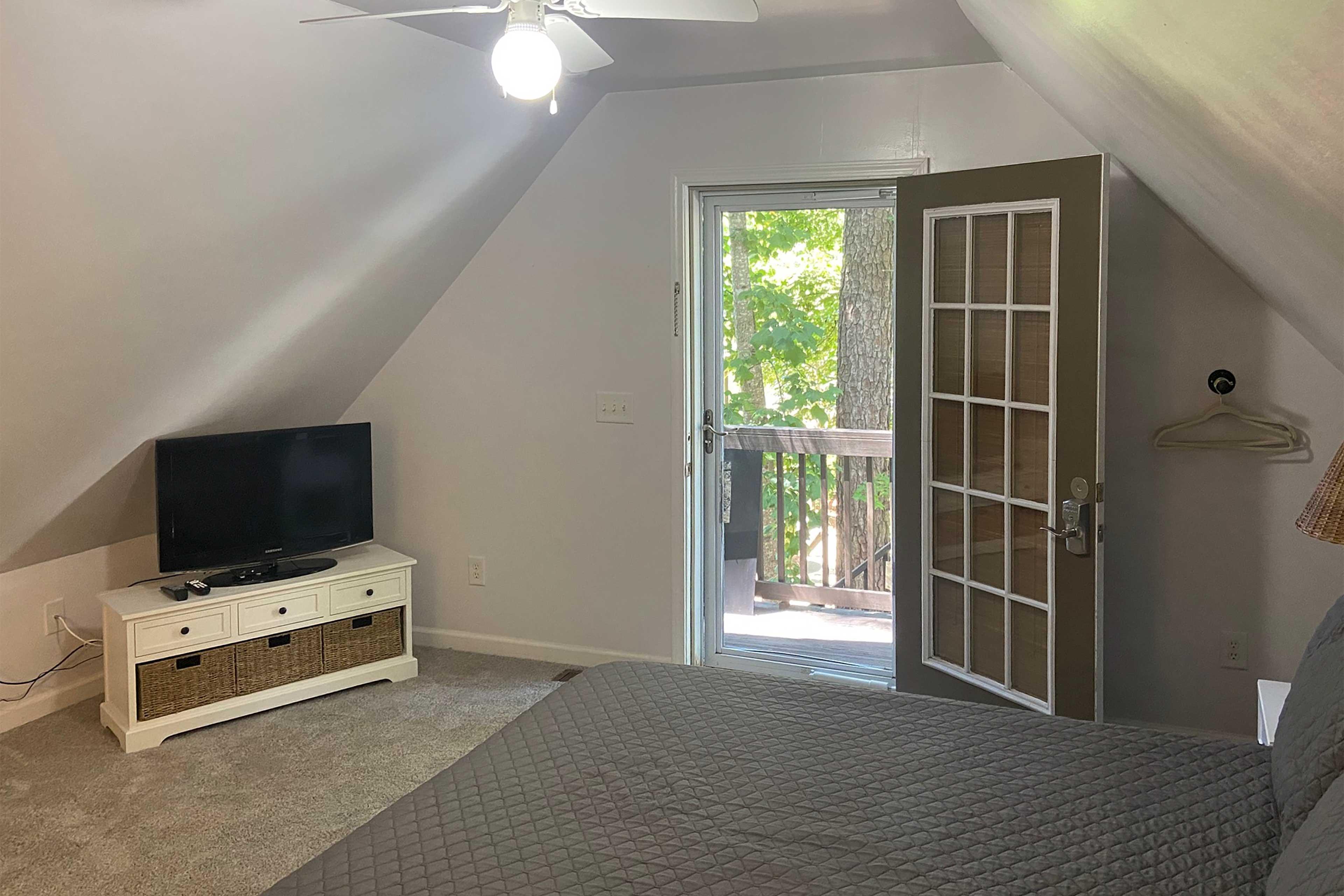 Bedroom 4 | Queen Bed | Private Suite