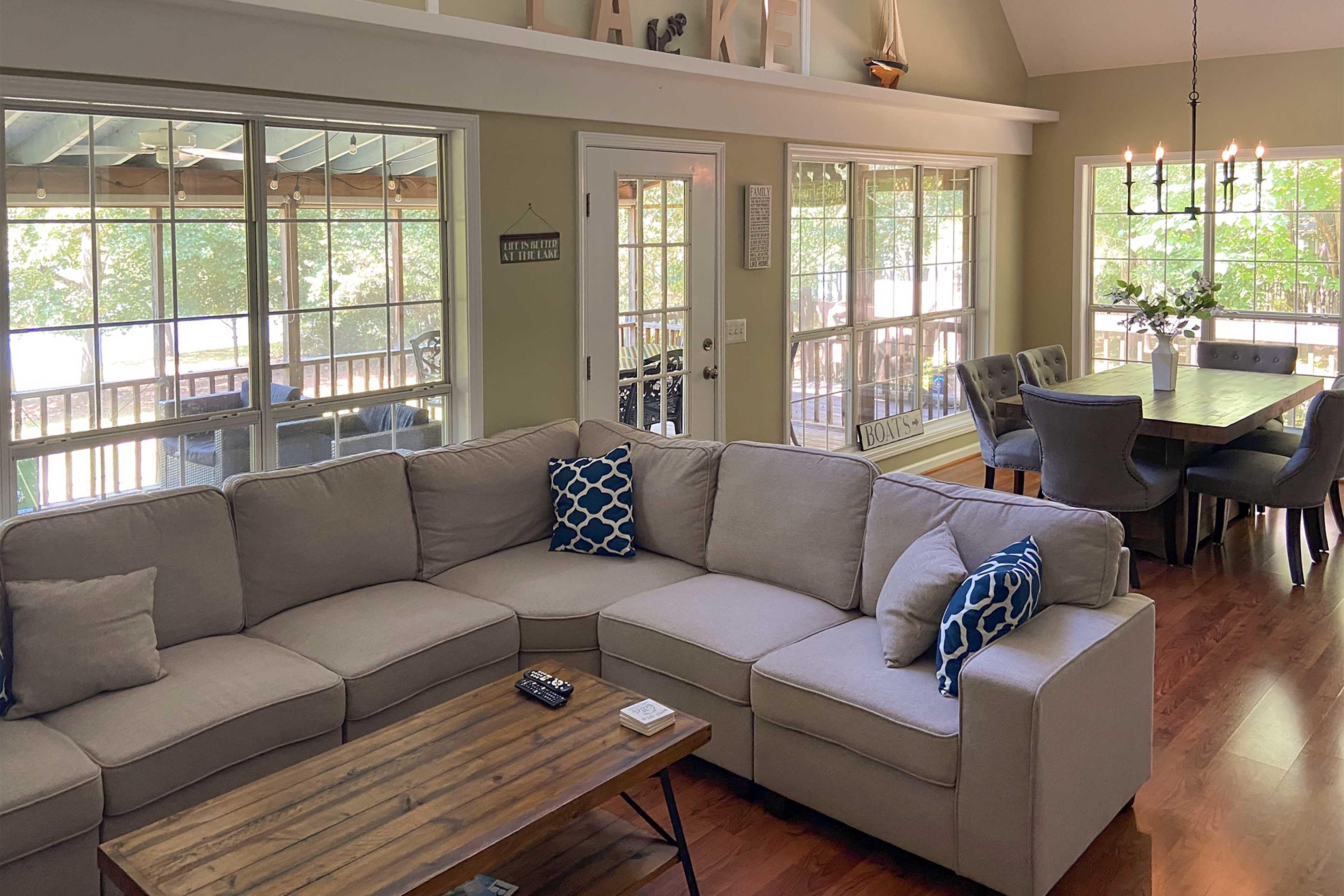 Living Room | Flat-screen TV