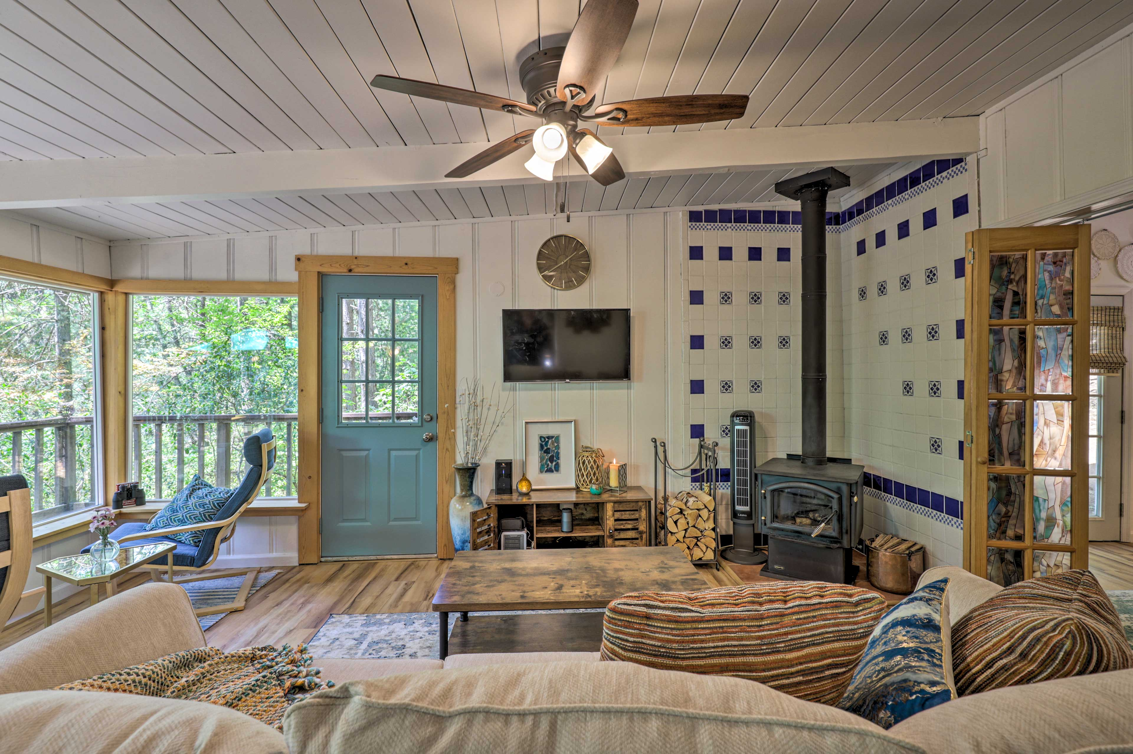 Discover rest and relax here waiting for you when you book this cabin!