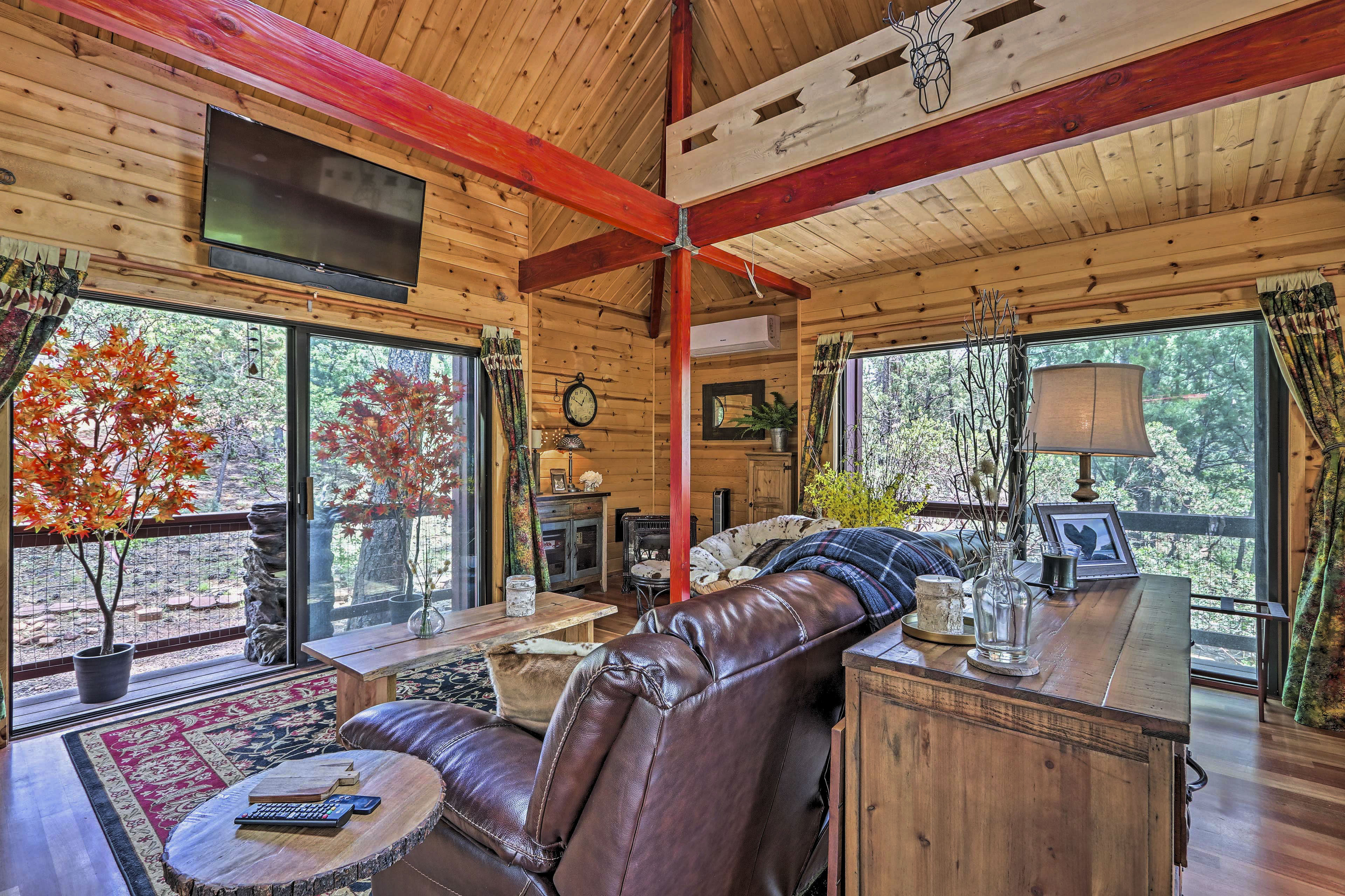 Strawberry Vacation Rental Studio Cabin / 1BA / 650 Sq Ft / 2 Guests
