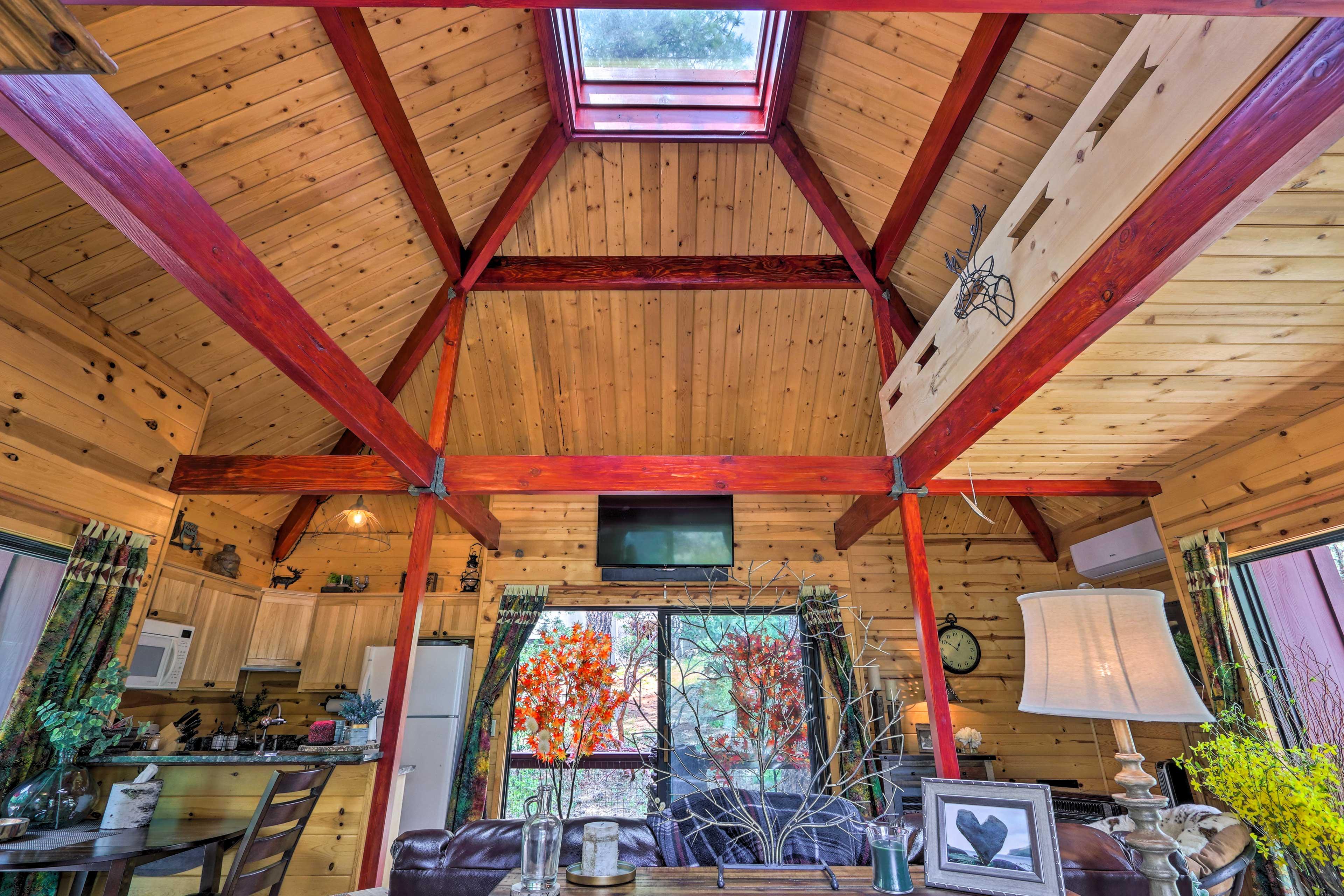 Living Room / Skylight / Natural Lighting / Breeze