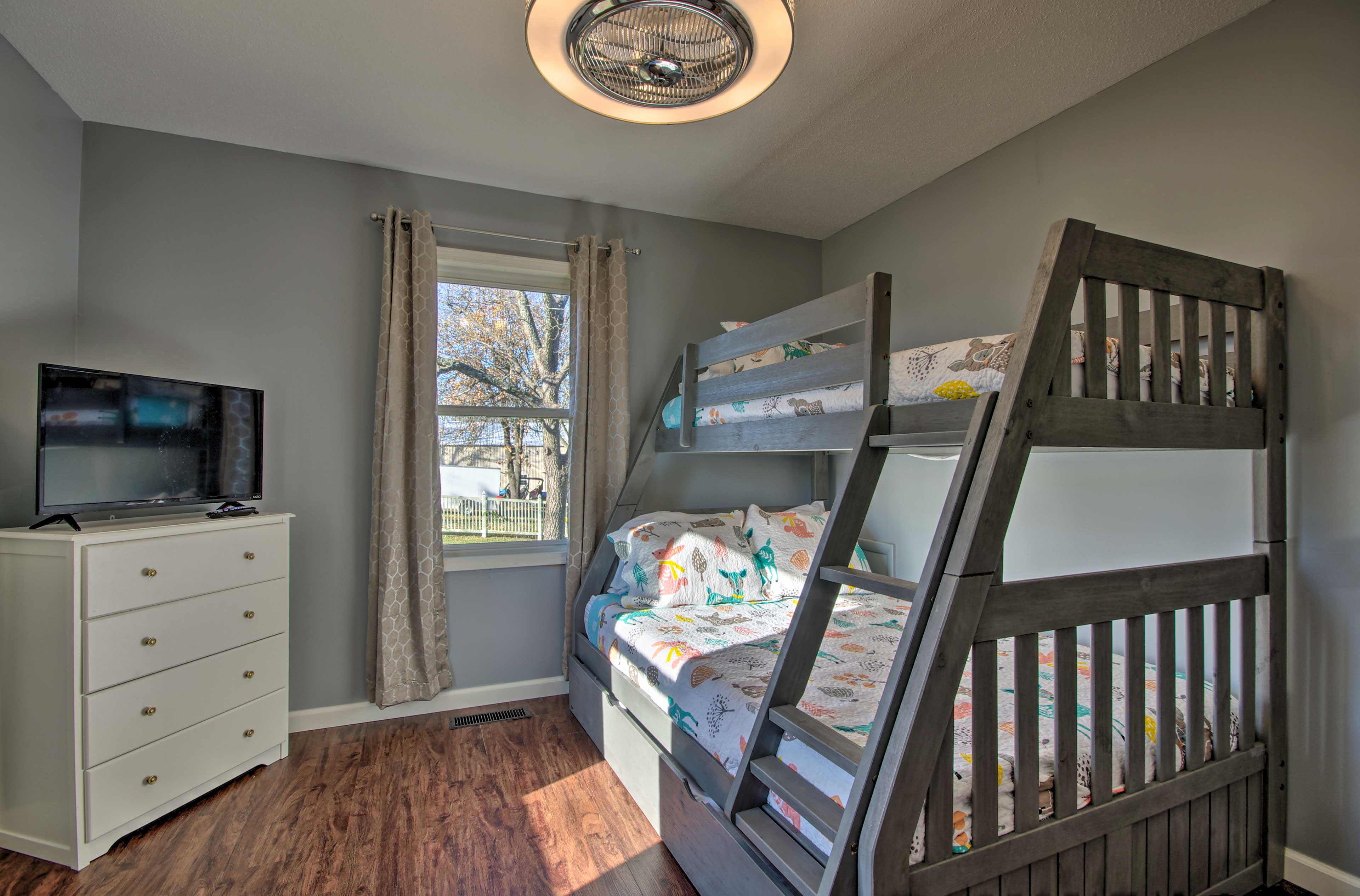 Bedroom 4 | Twin/Full Bunk Beds w/ Twin Trundle Bed