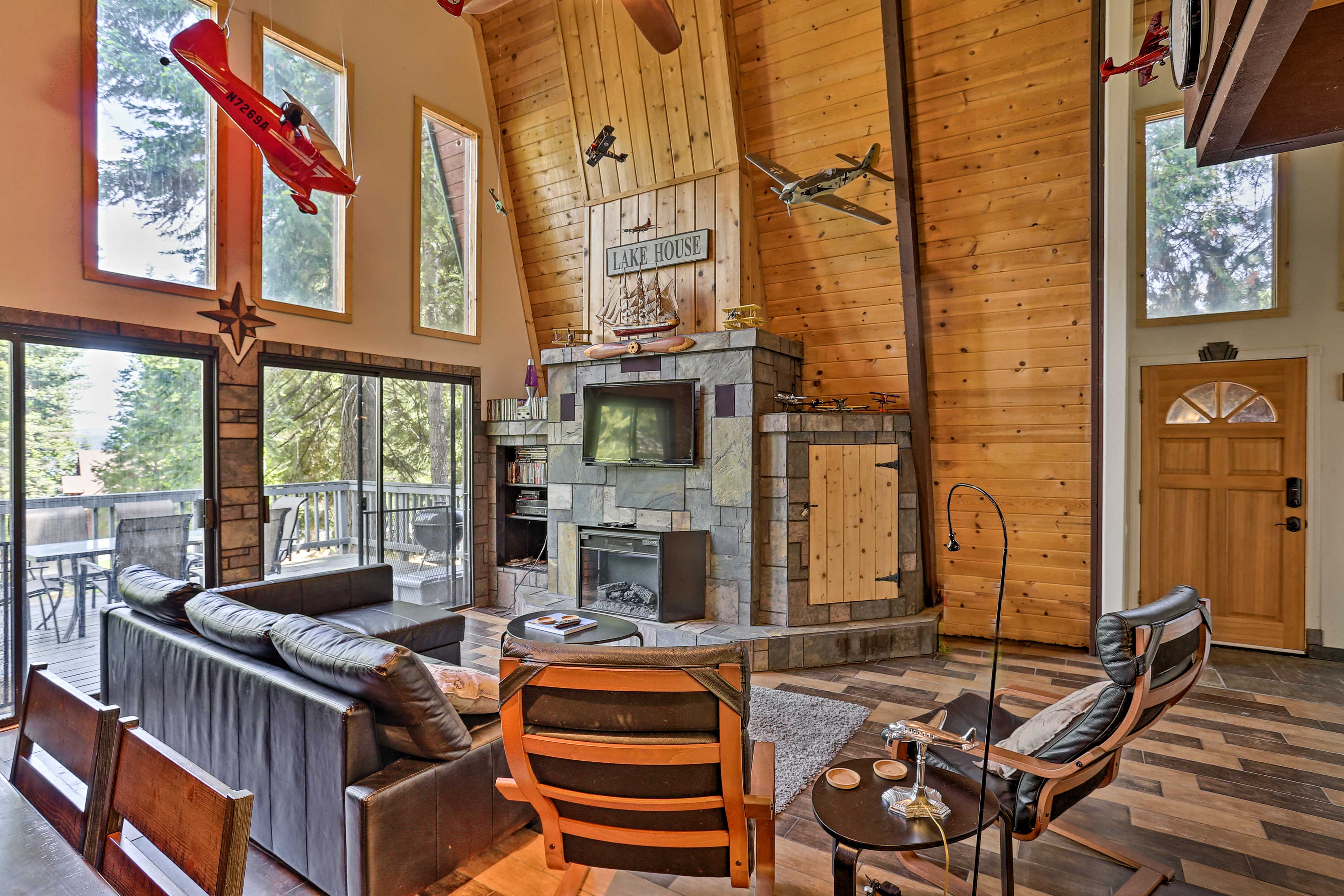 Take some time with the family to unwind in this Lake Almanor cabin.