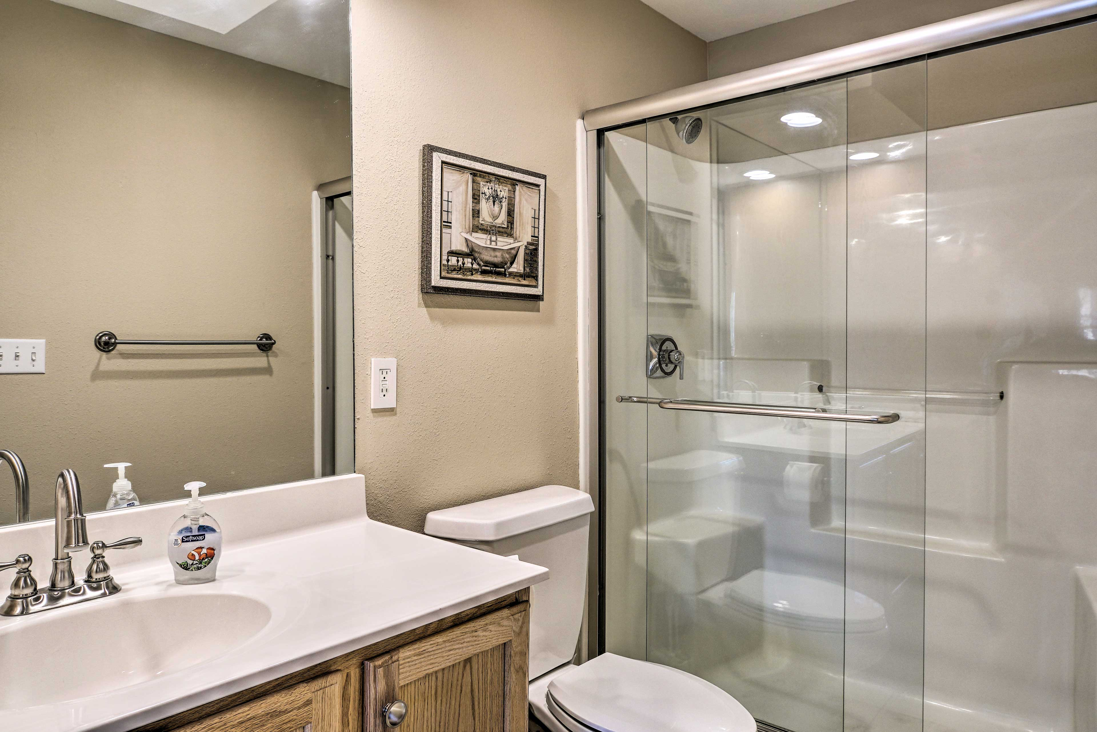 Rinse off the lake water in this pristine shower!