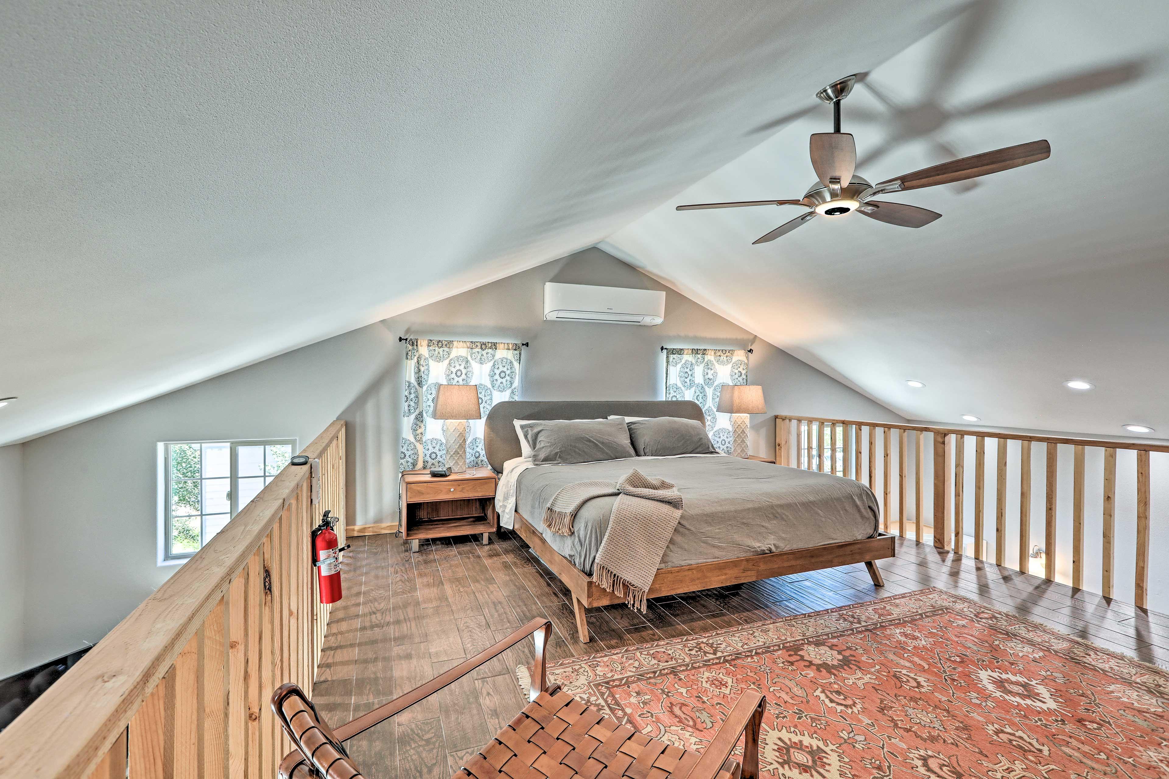 Studio Loft | King Bed | 2nd Floor