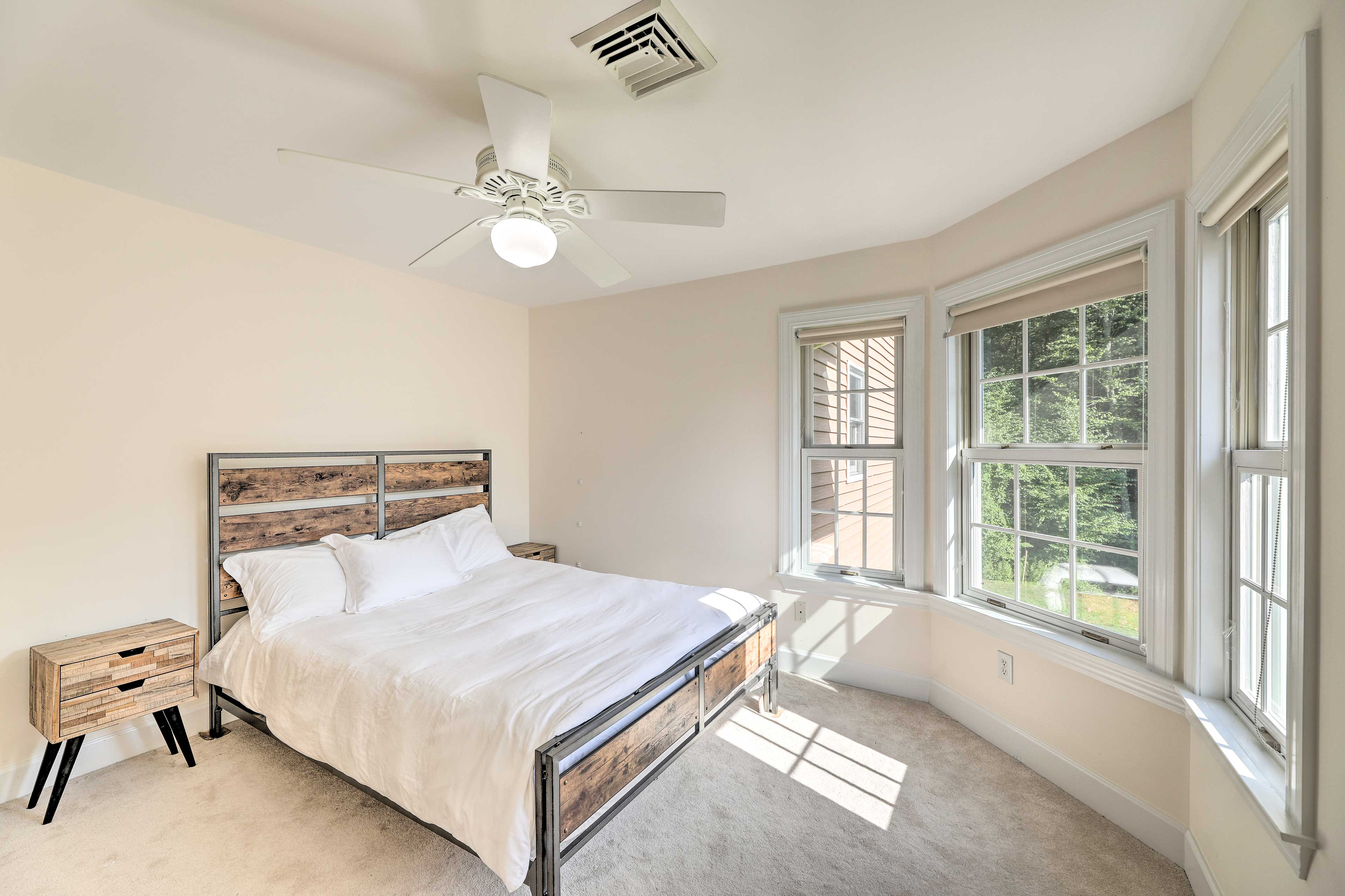 Keep cool at night thanks to ceiling fans & central A/C.