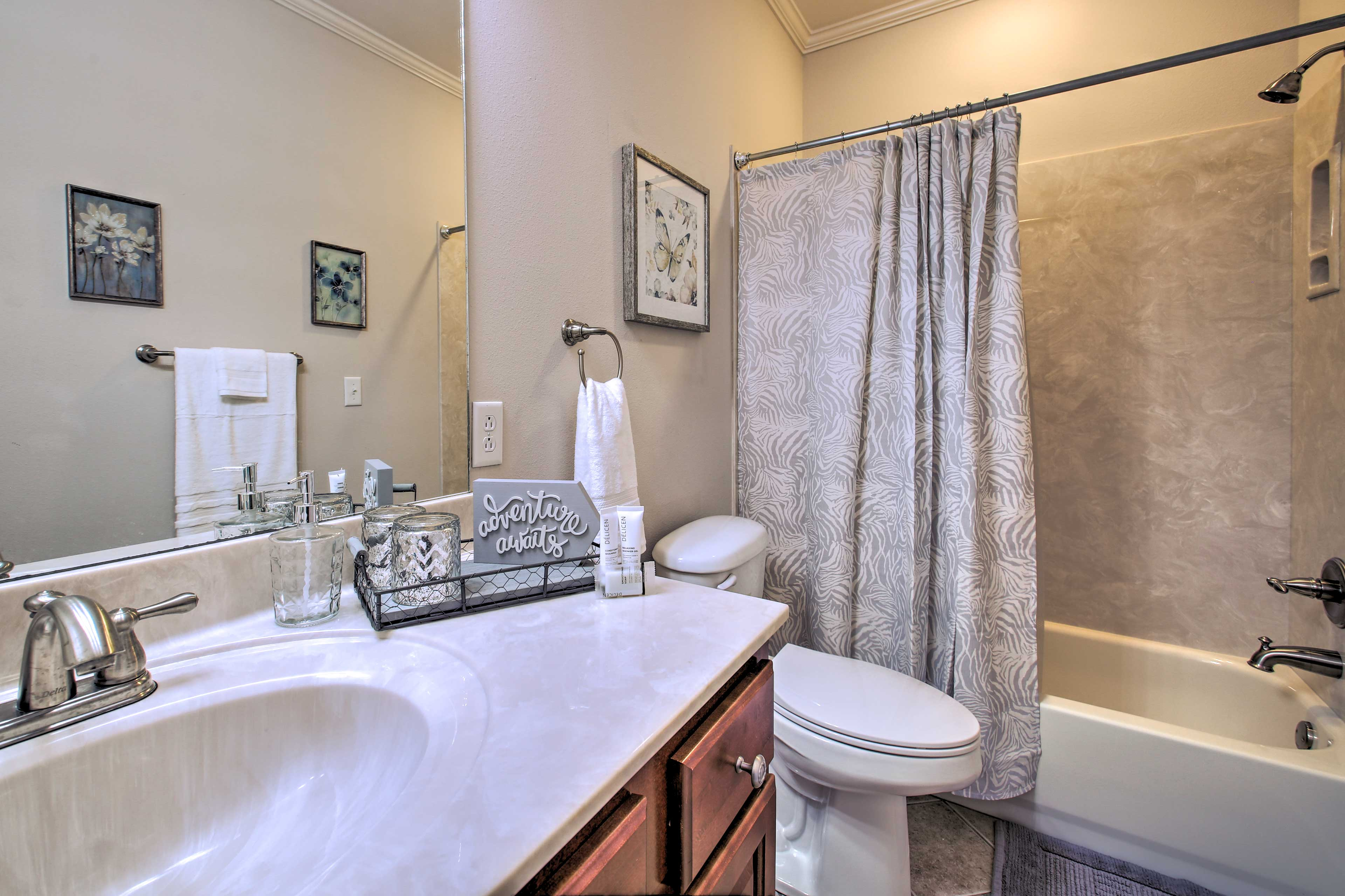 This full bathroom offers a shower/tub combo.