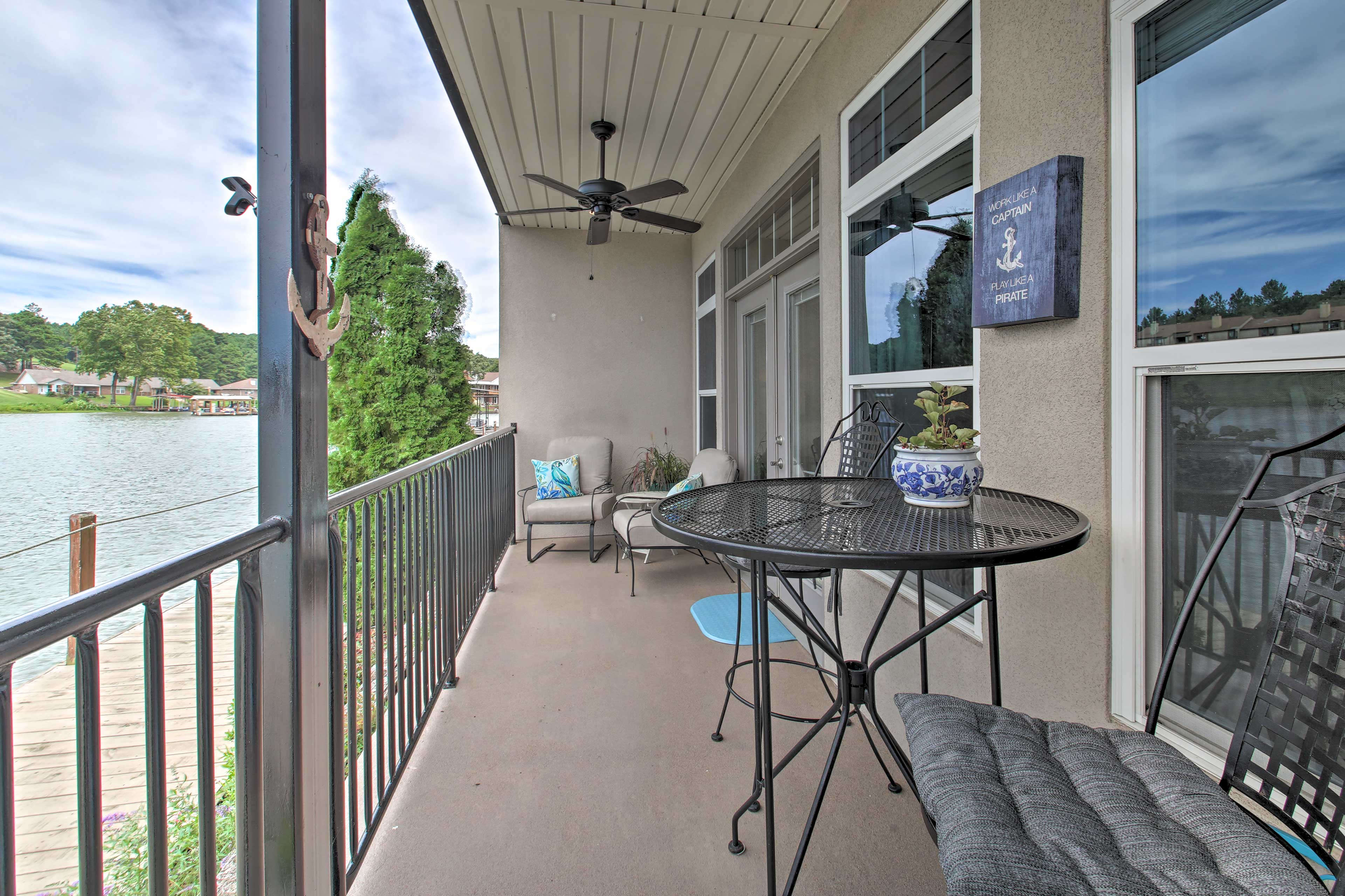 Bring meals to dine al fresco on the balcony.