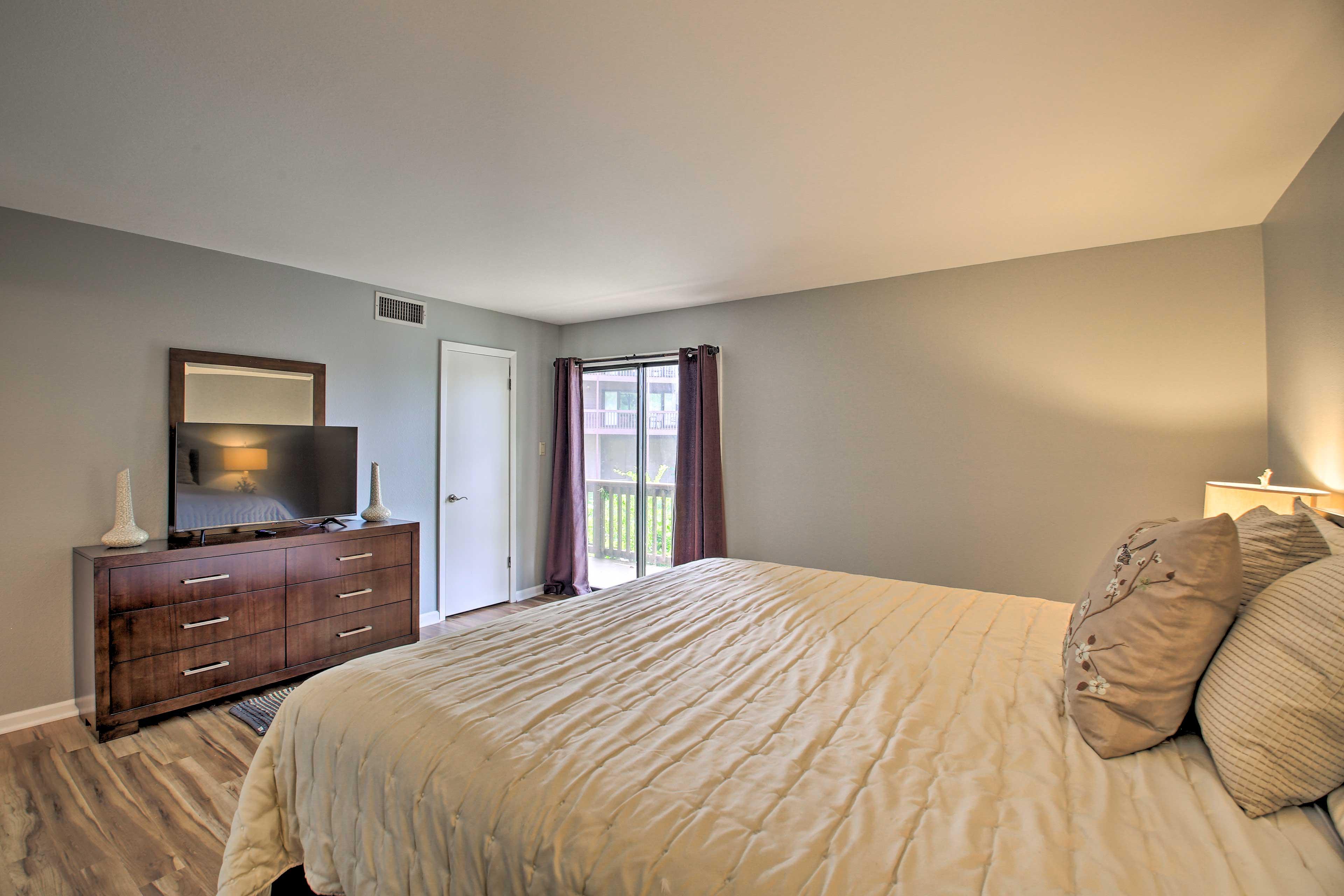 The master bedroom has a king bed, Smart TV, and en-suite bathroom.