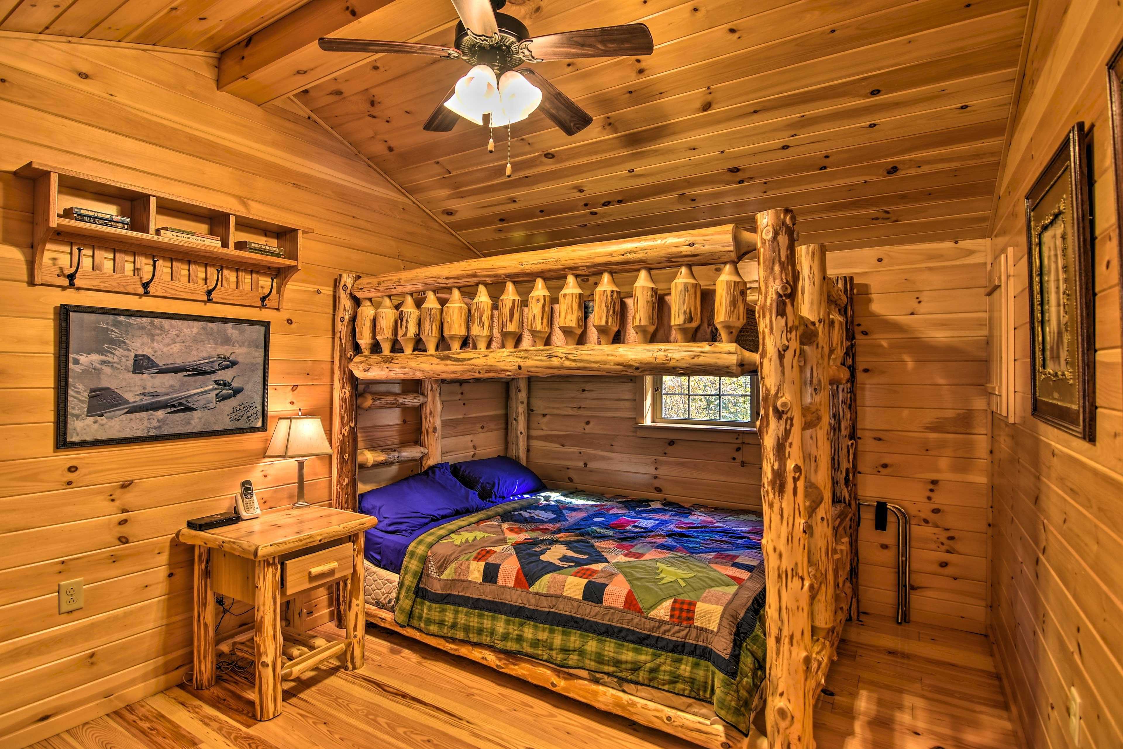 Bedroom | Queen/Full Bunk Bed