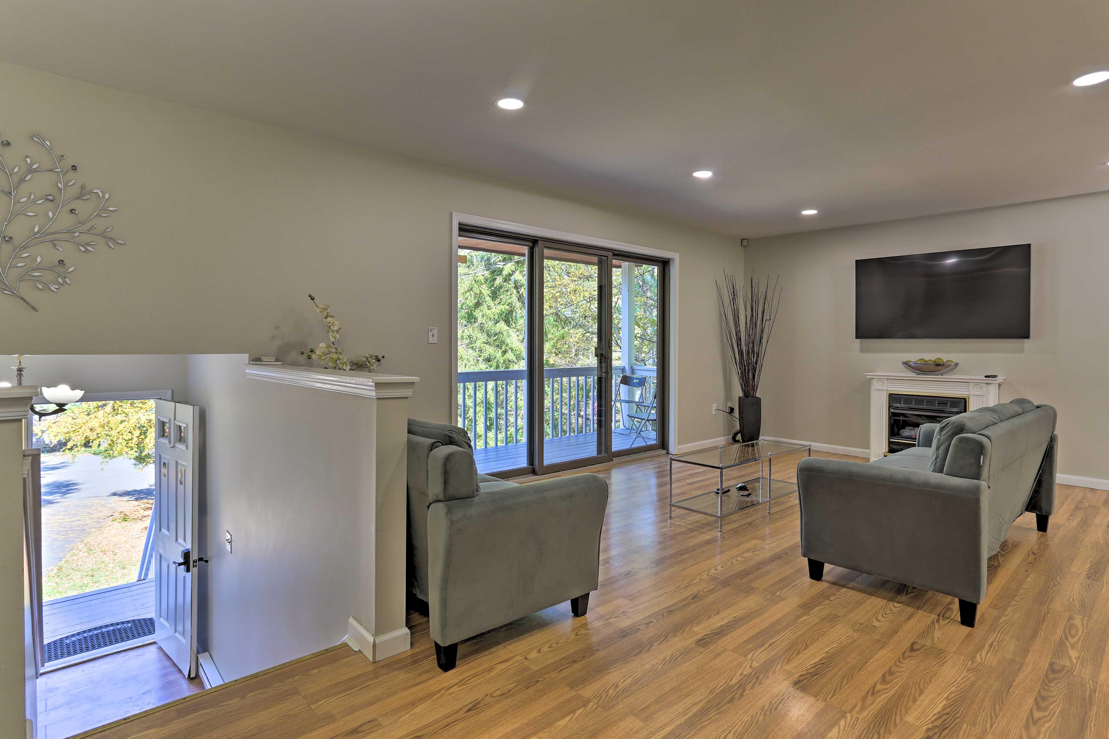 Living Room | A/C Units | Free WiFi