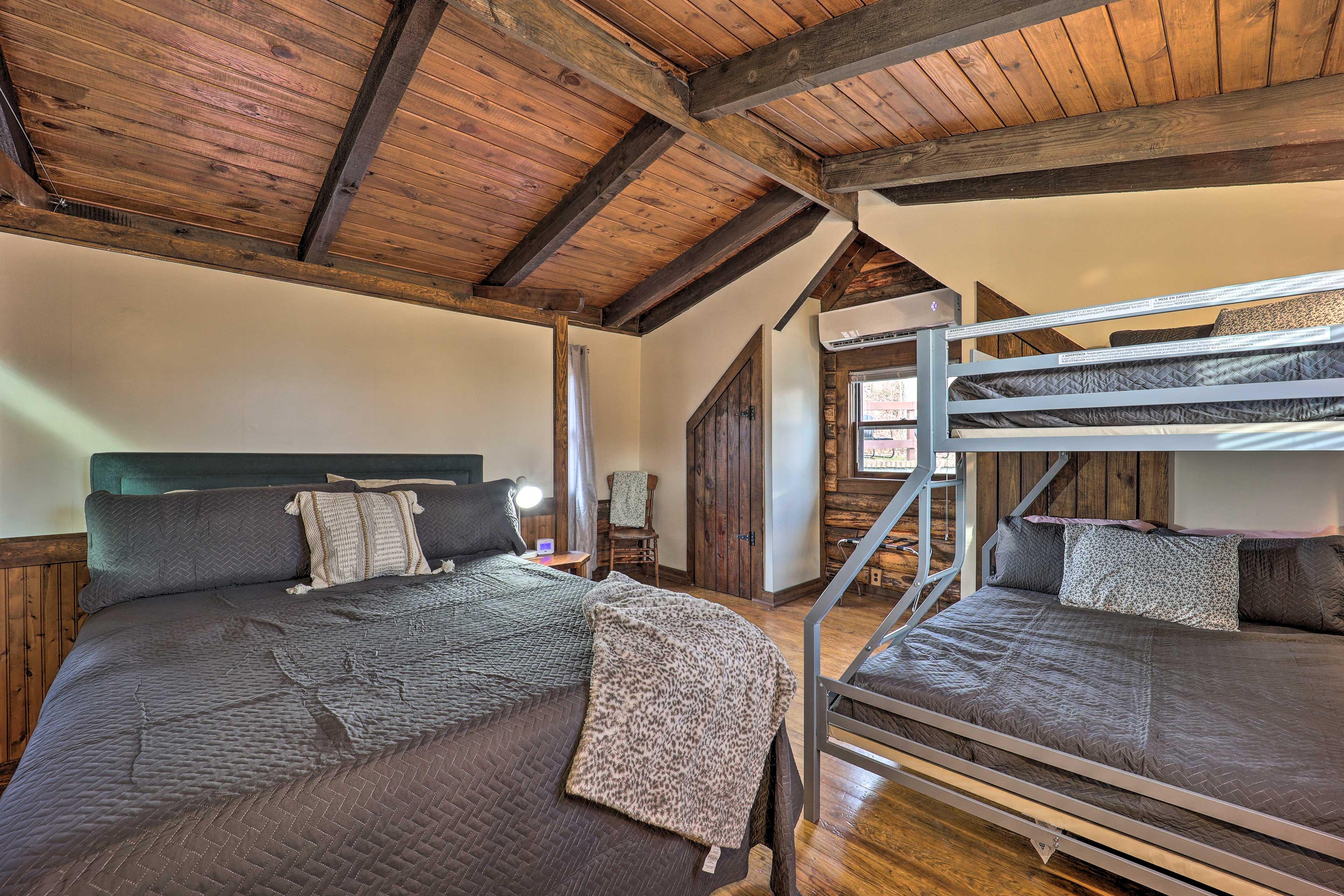 Bedroom 2 | Queen Bed | Twin/Full Bed