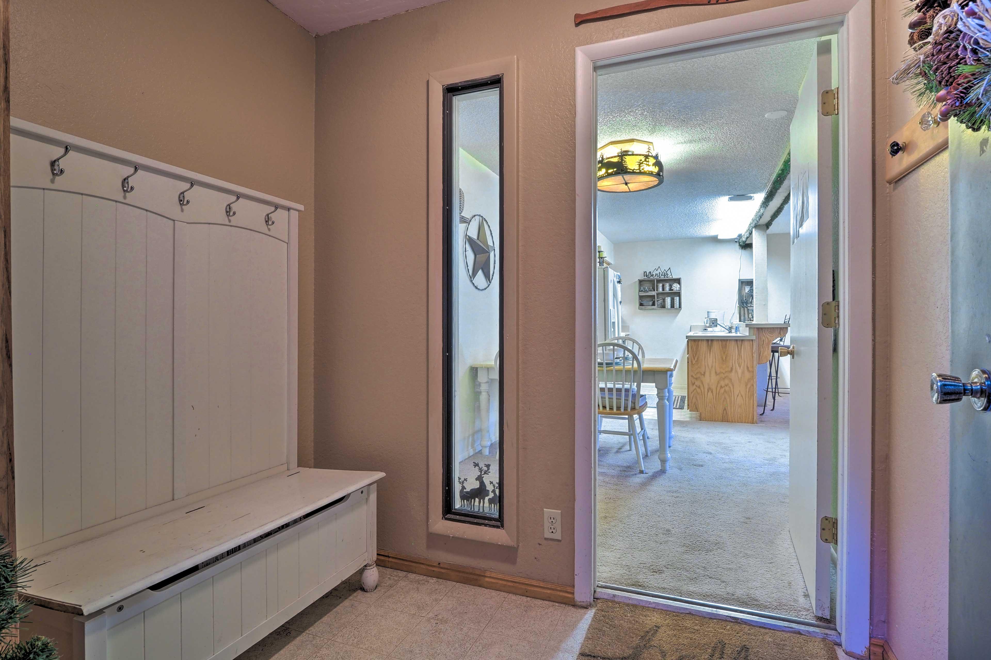 Entrance | Storage Space