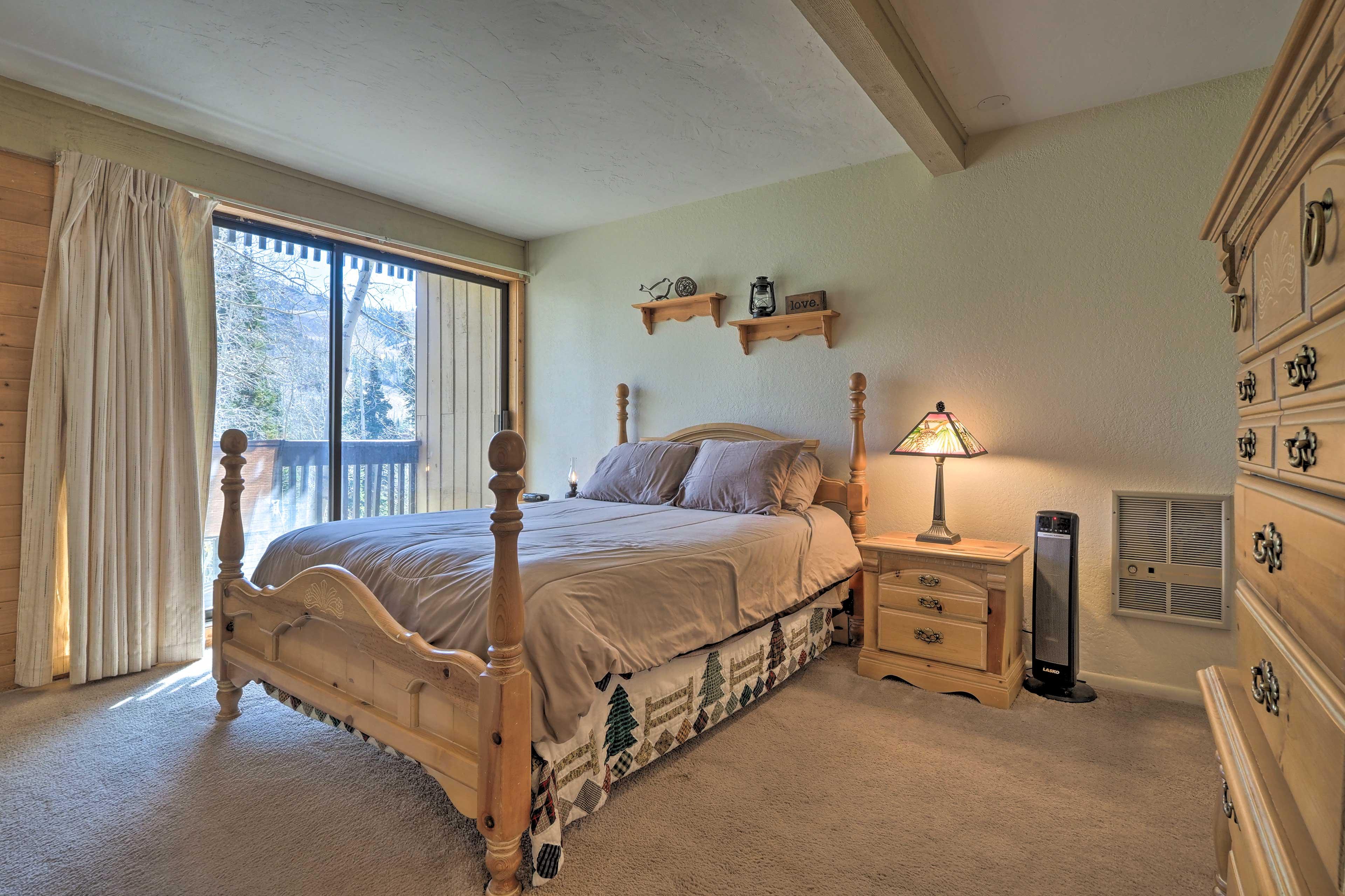 Master Bedroom | Queen Bed | En-Suite Bathroom