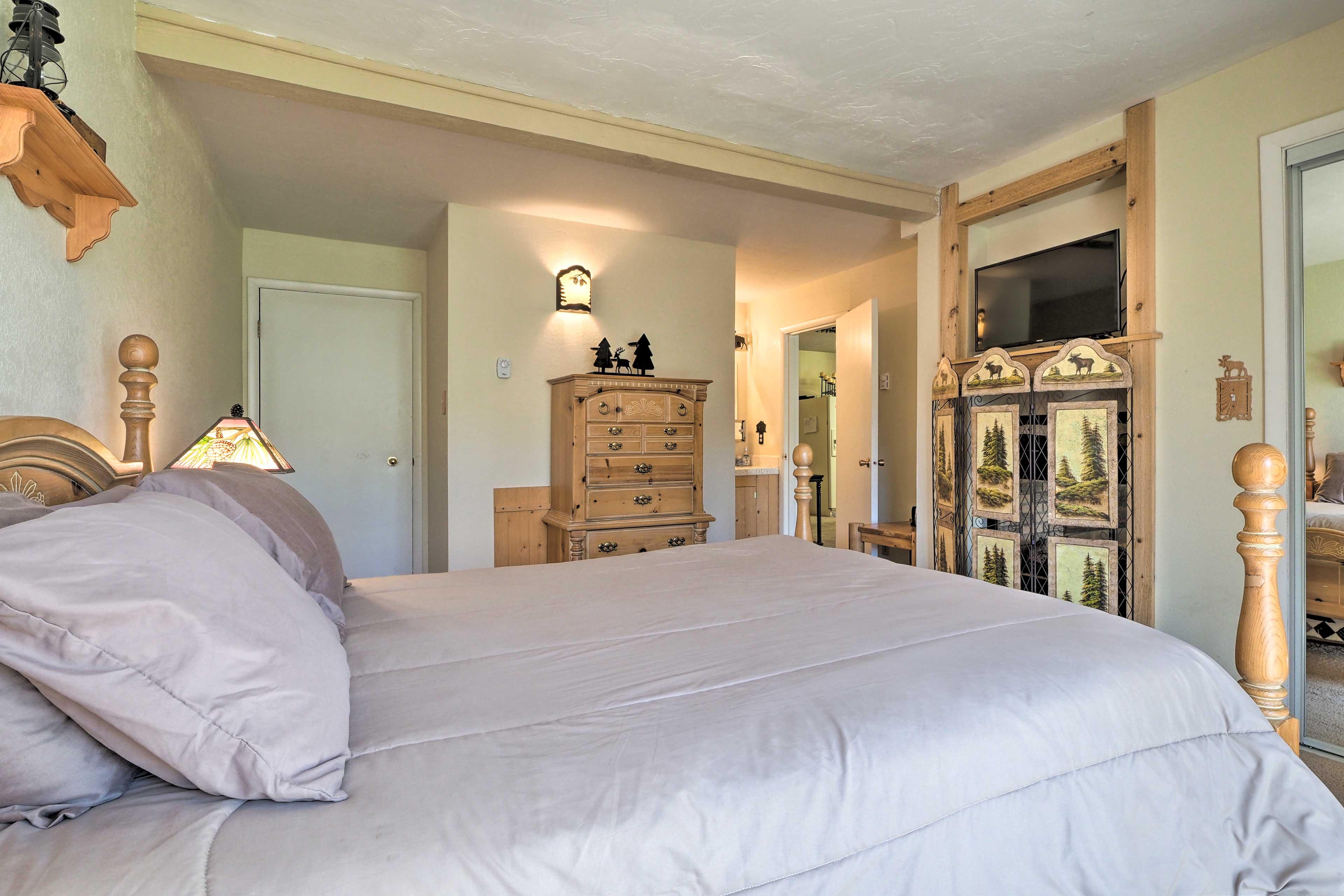 Master Bedroom | Smart TV