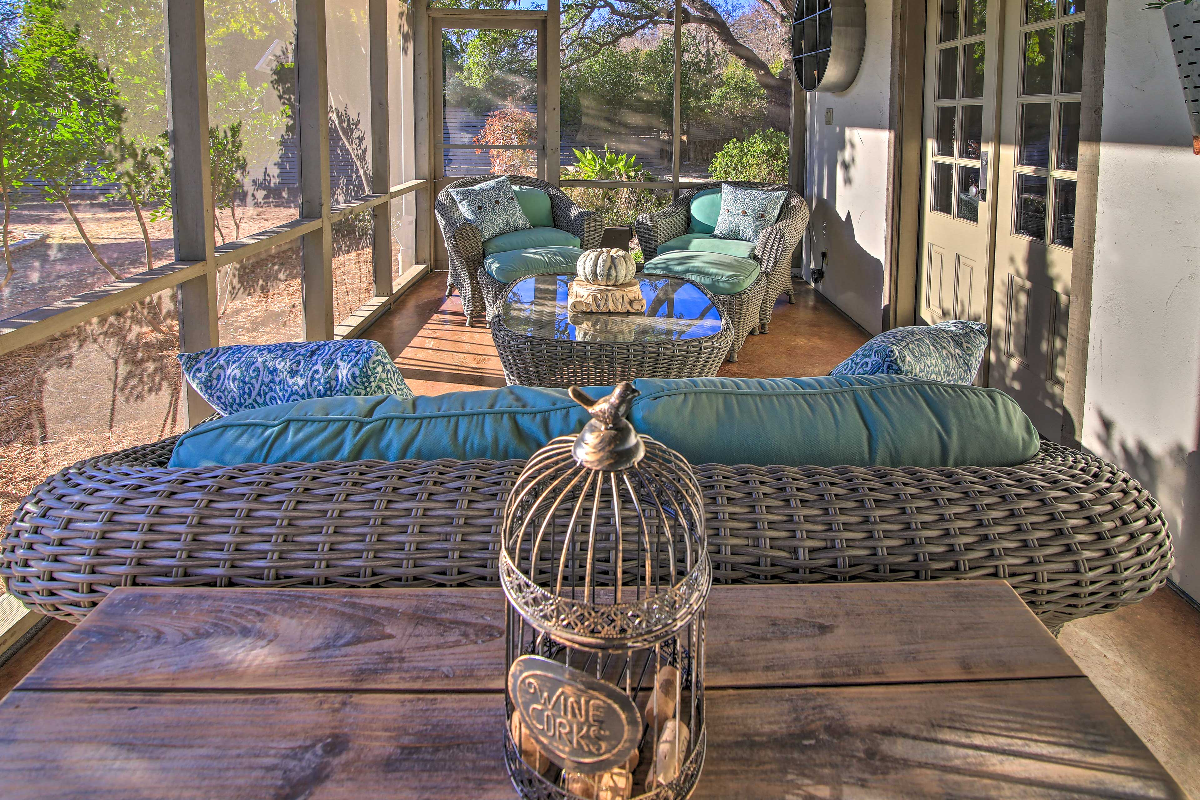 Screened-In Patio | Outdoor Seating