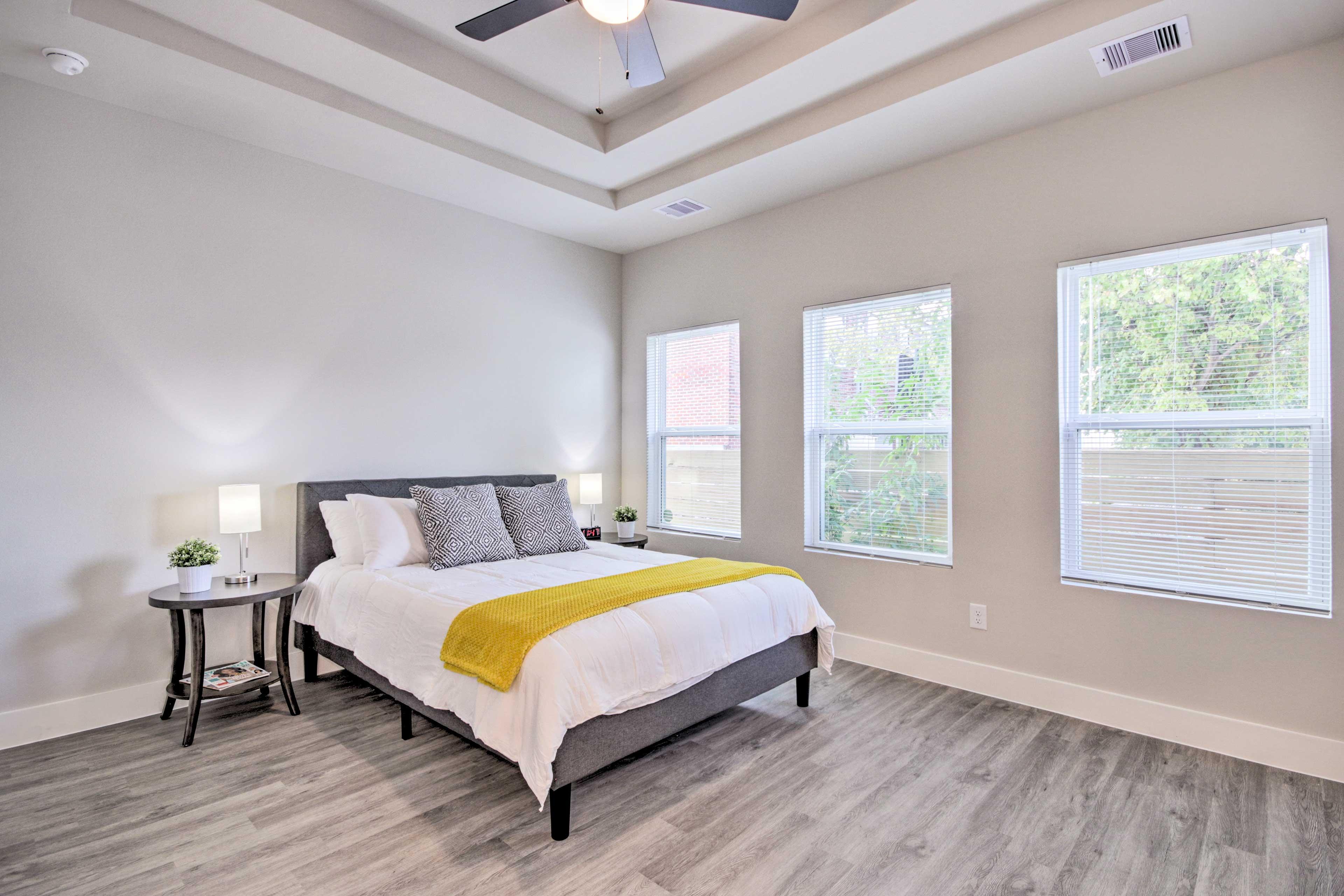 Master Bedroom | Queen Bed