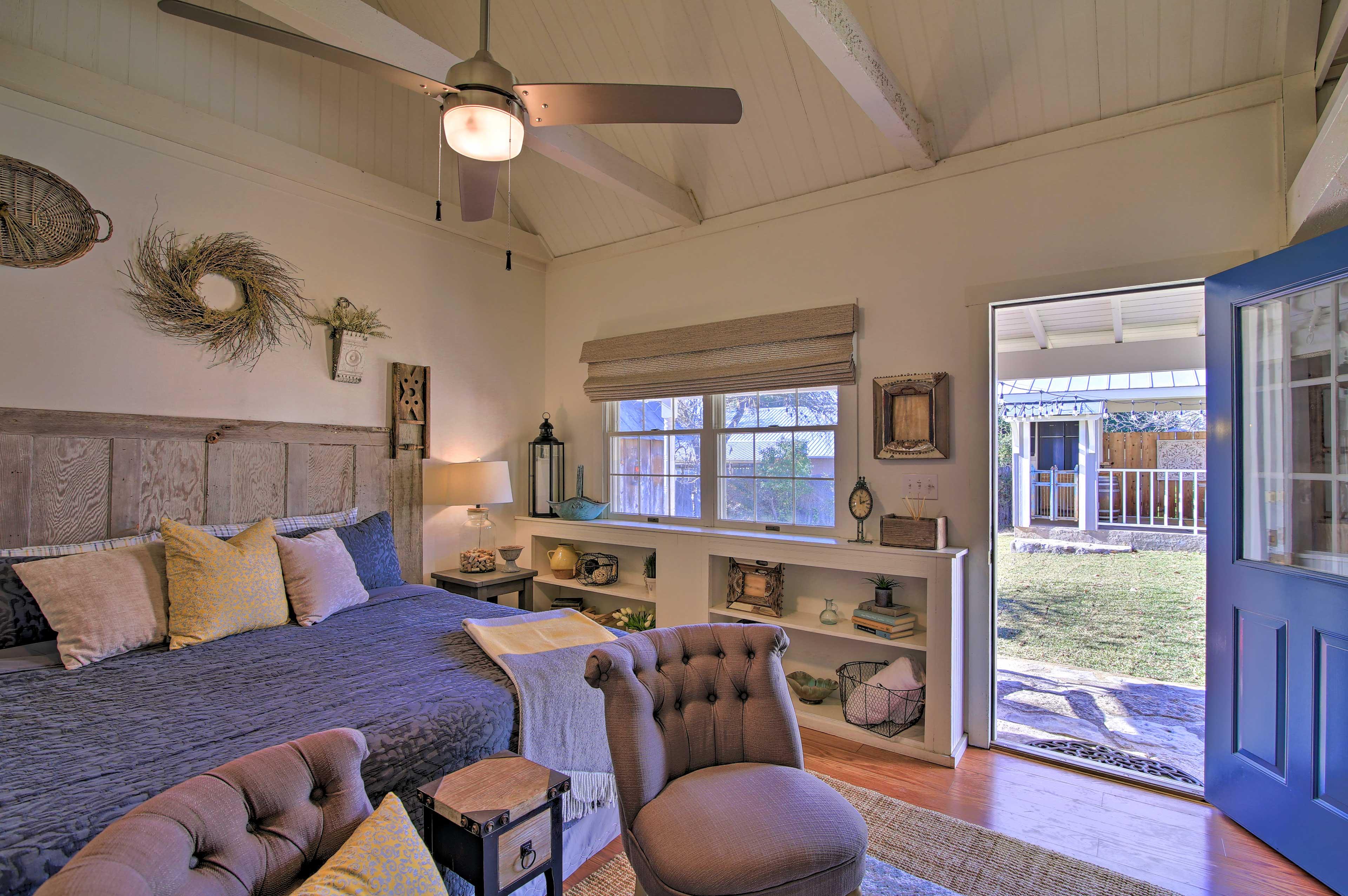 Bedroom 2 | Main Floor | Smart TV