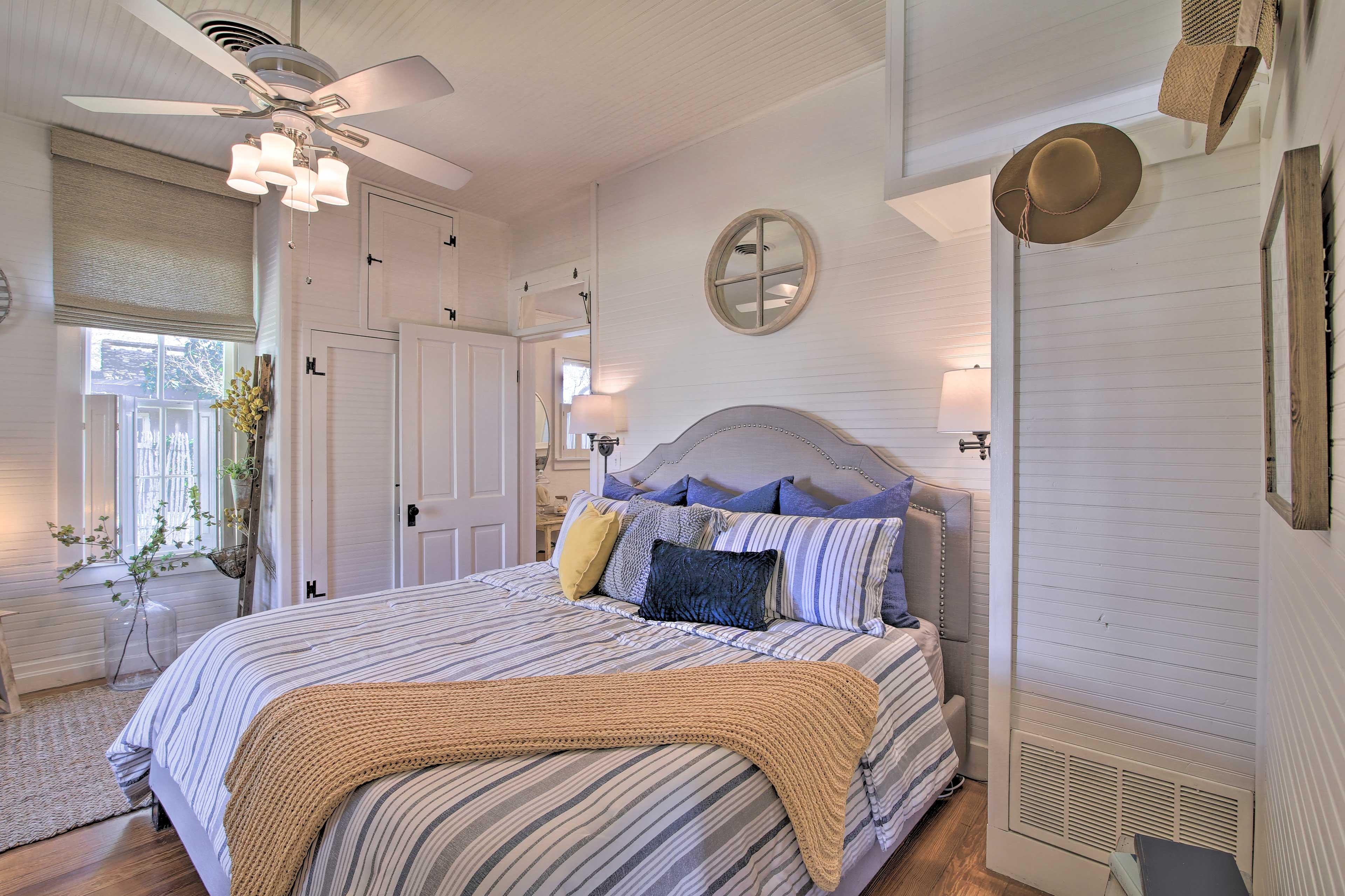 Bedroom 1 | King Bed