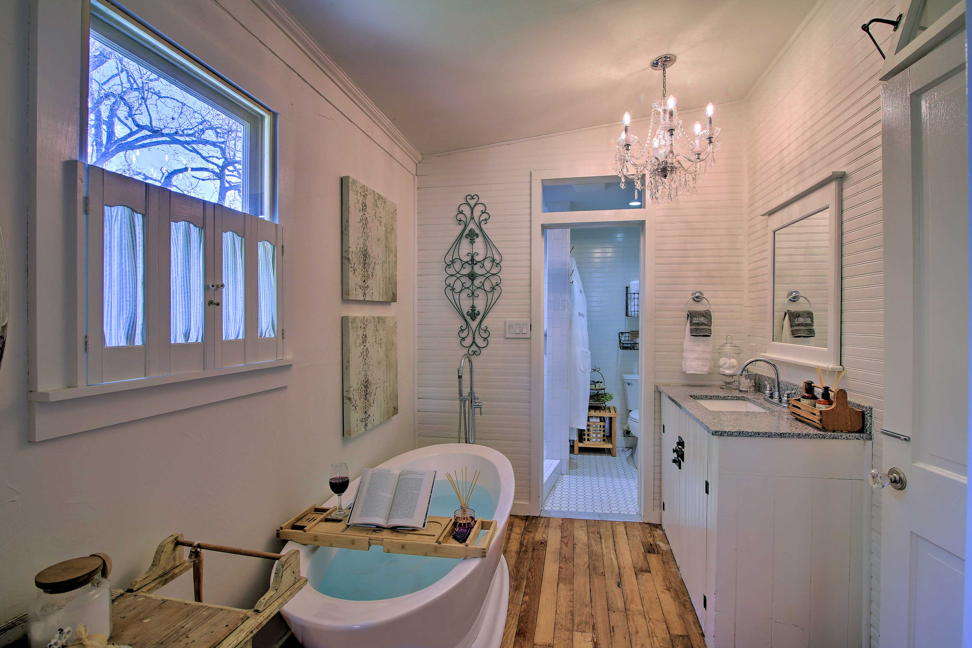 Bathroom 1 | Soaking Tub