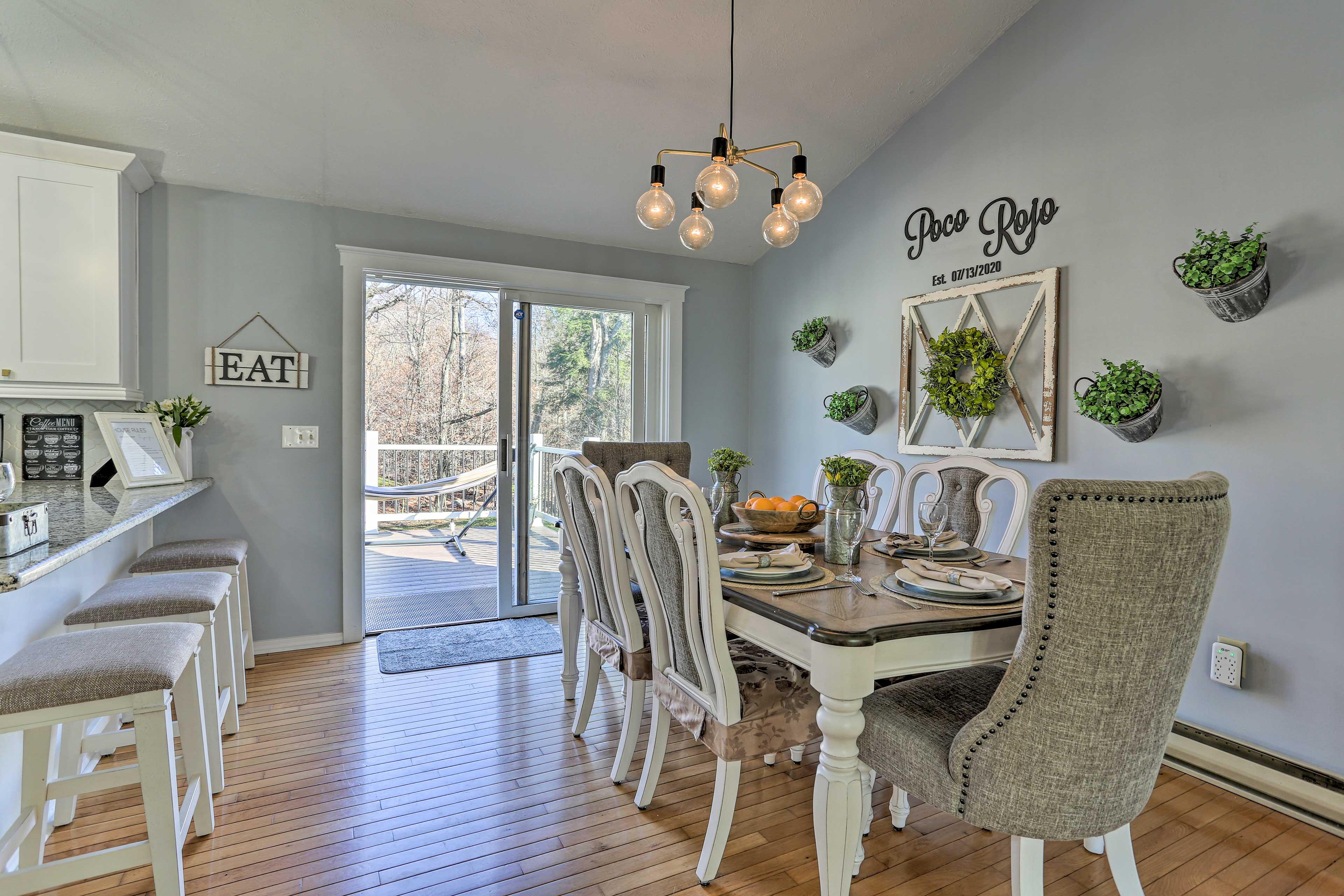 Dining Room | 2nd Floor | Dishware/Flatware Provided