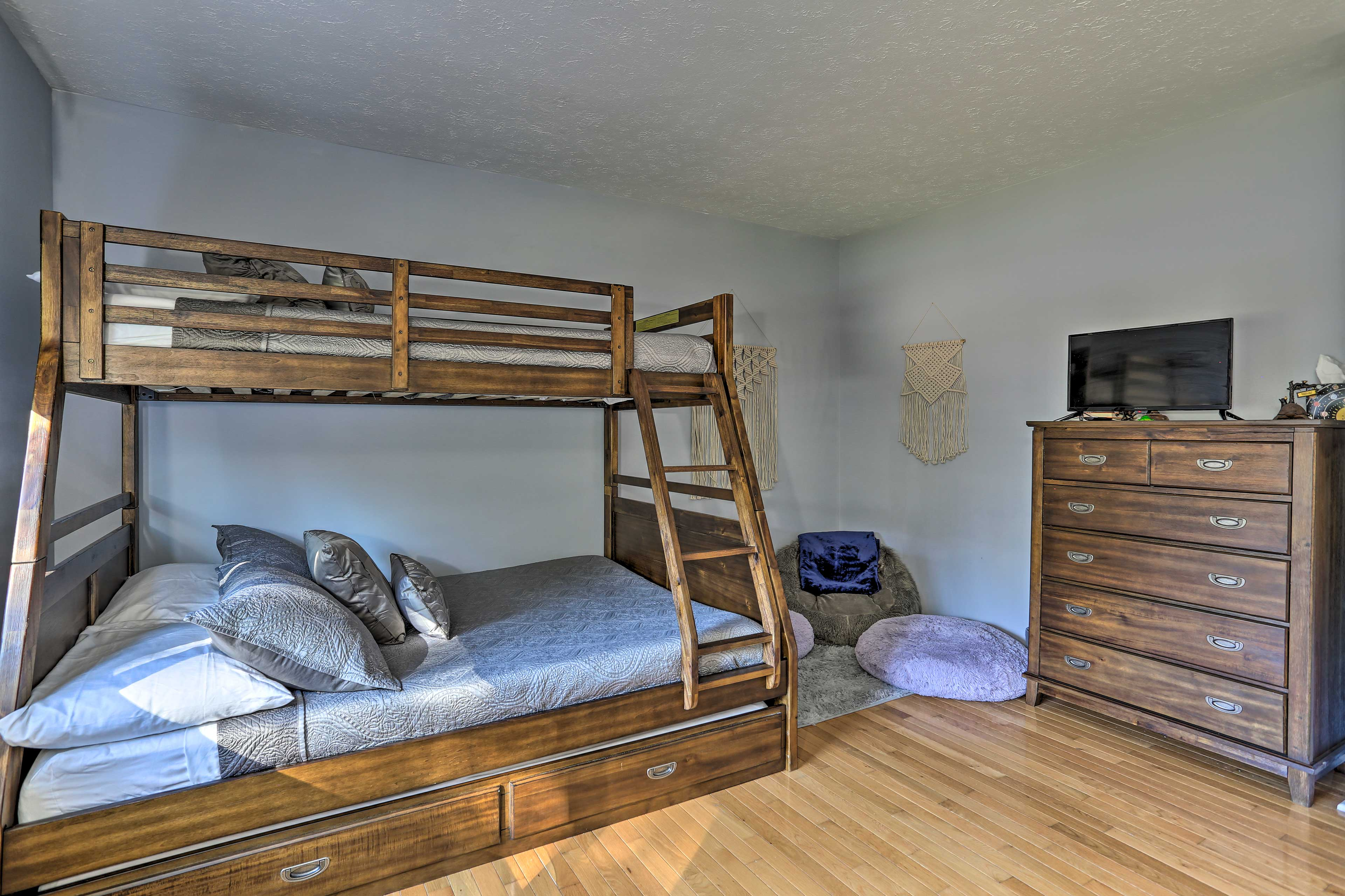 Bedroom 3 | Twin/Full Bunk Bed w/ Twin Trundle Bed | Smart TV