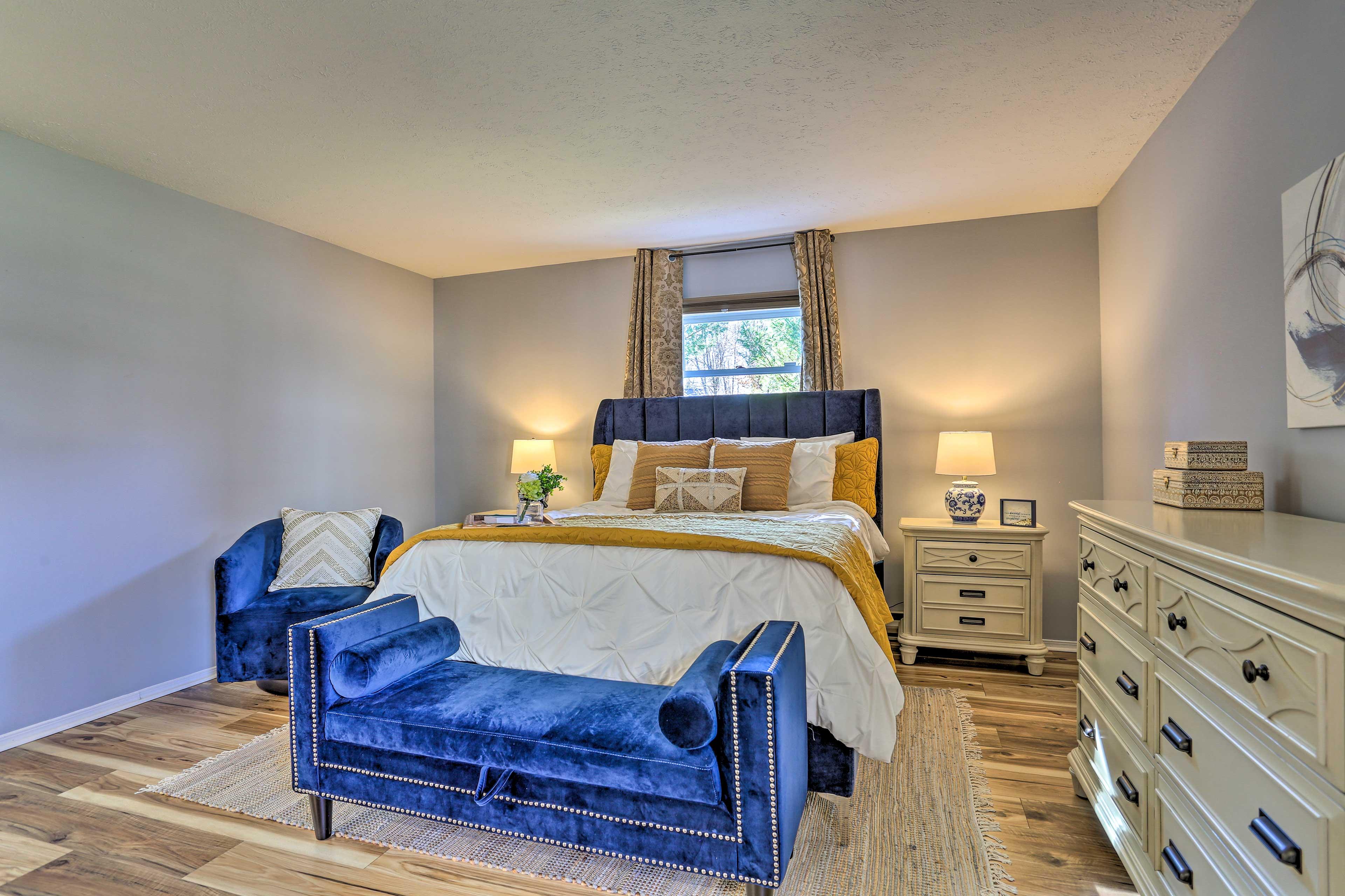 Primary Bedroom | 1st Floor | Queen Bed