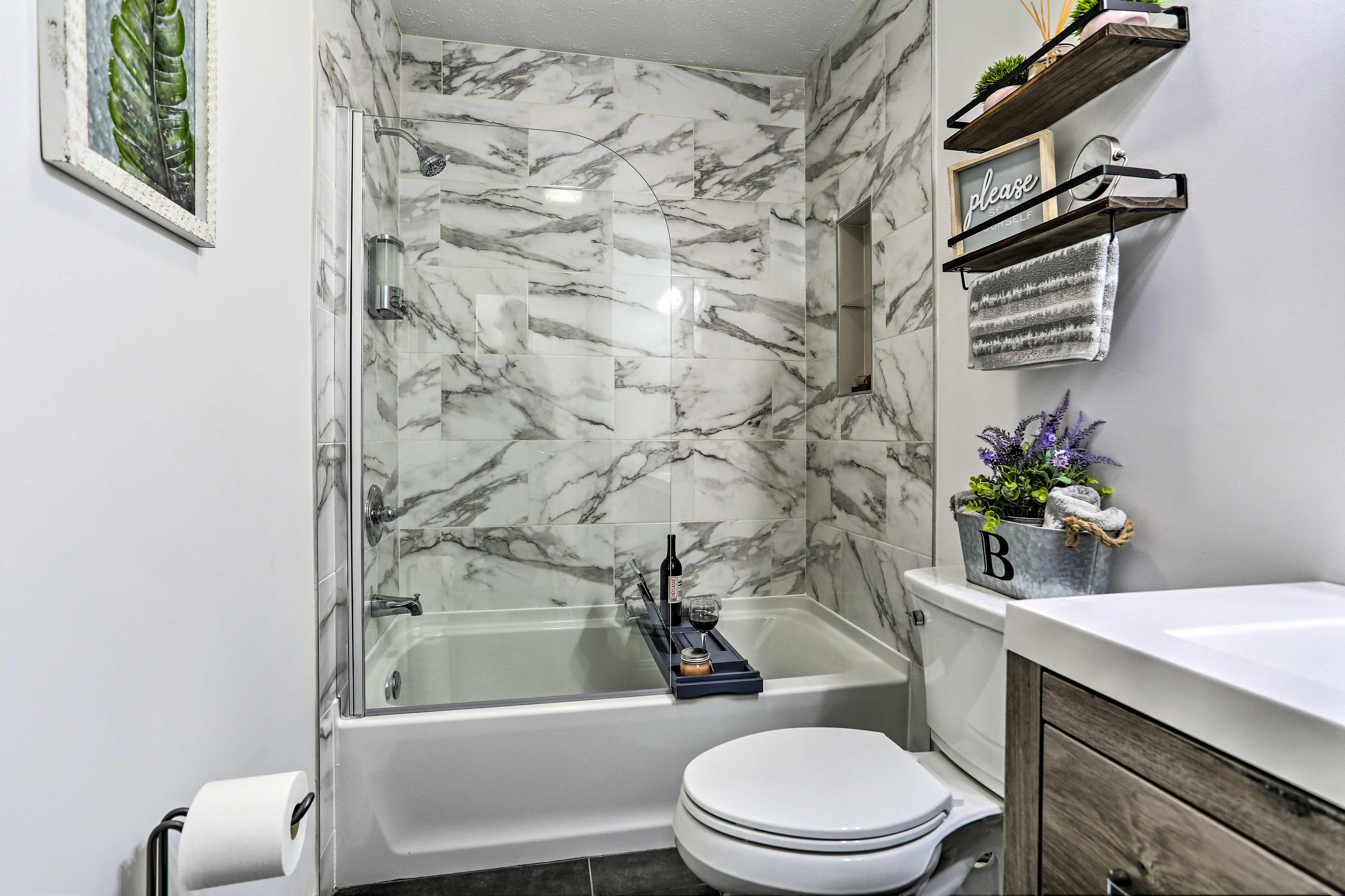 Bathroom | 2nd Floor | Complimentary Toiletries | No Grab Rails in Shower