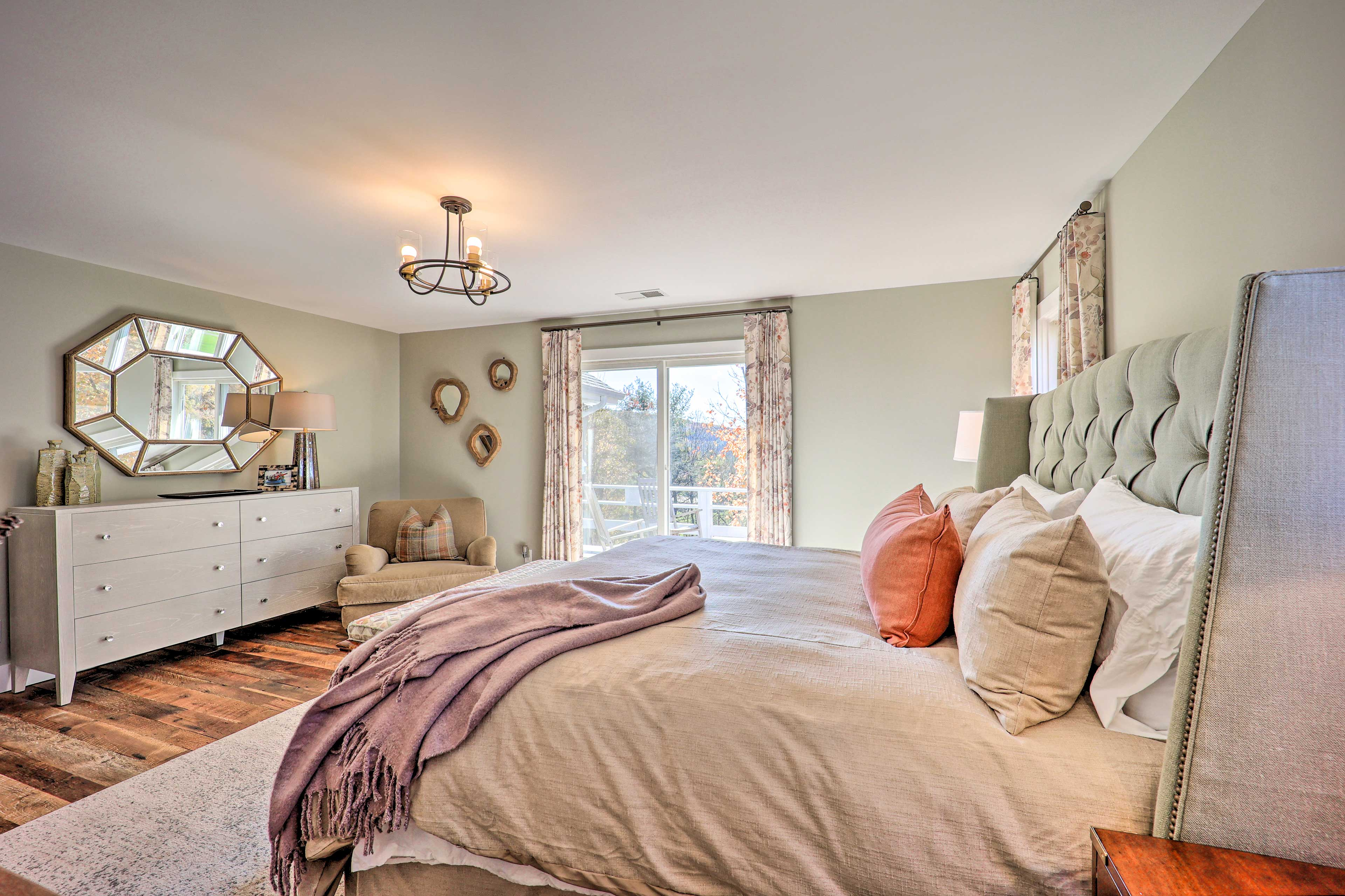Master Bedroom | Private Deck Access
