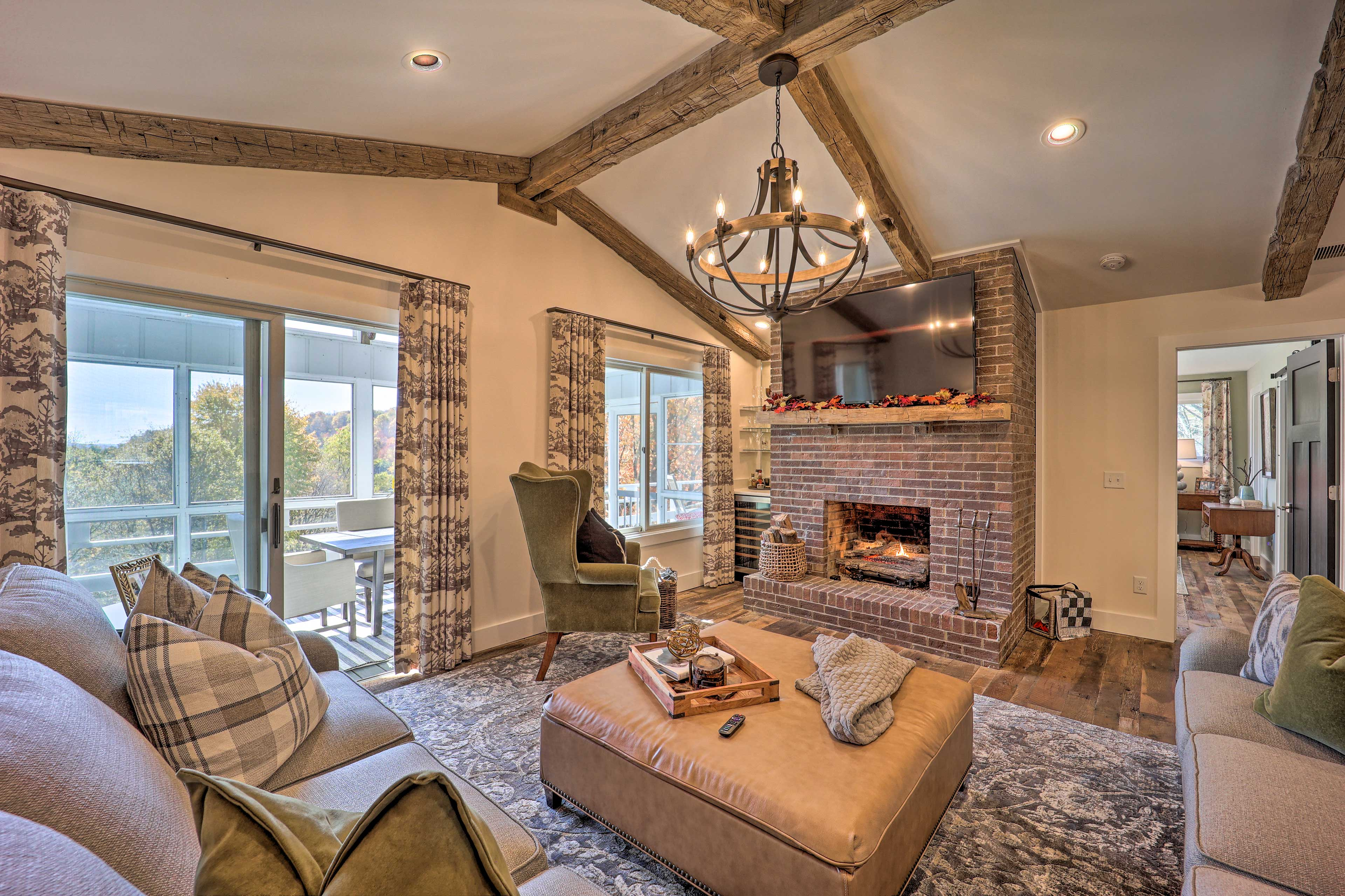 Living Room | Vaulted Ceilings | Gas Fireplace | Smart TV
