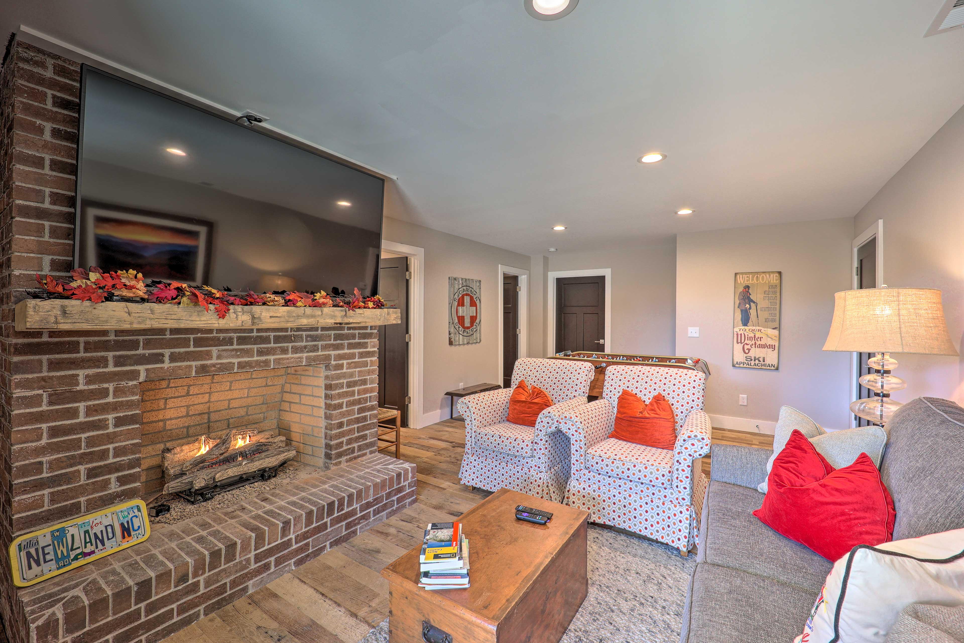 Family Room | Gas Fireplace | Smart TV