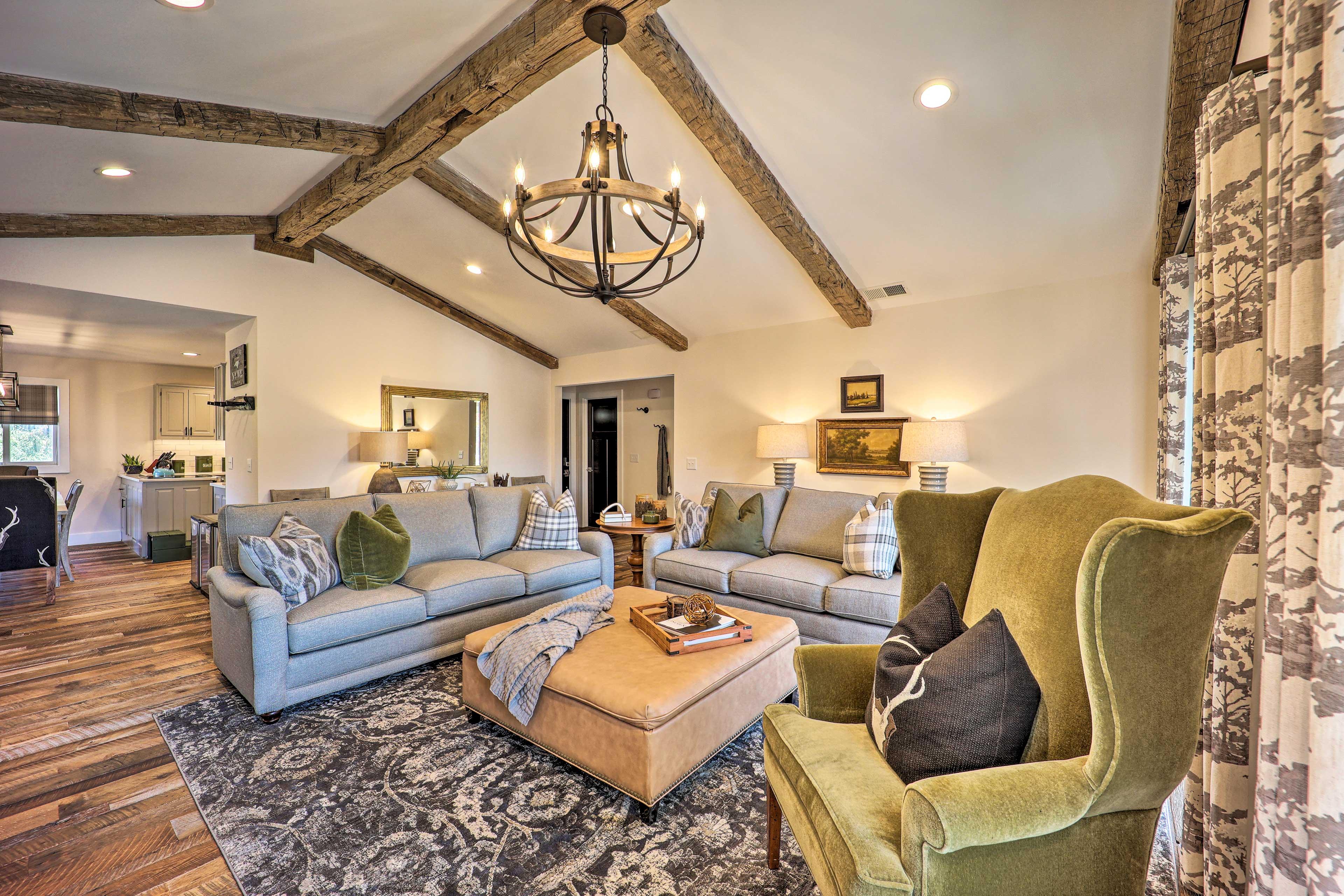 Living Room | 1st Floor | A/C + Heating | Free WiFi | Wine Fridge | Wet Bar
