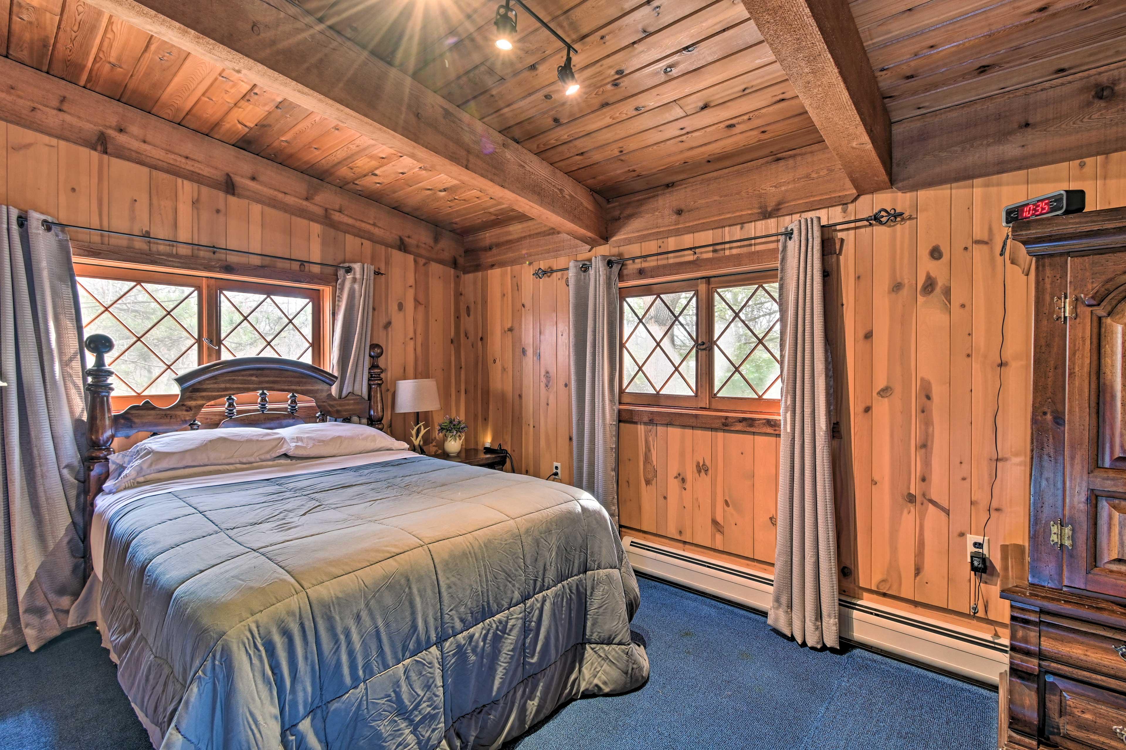 Master Bedroom | Queen Bed | 2nd Story