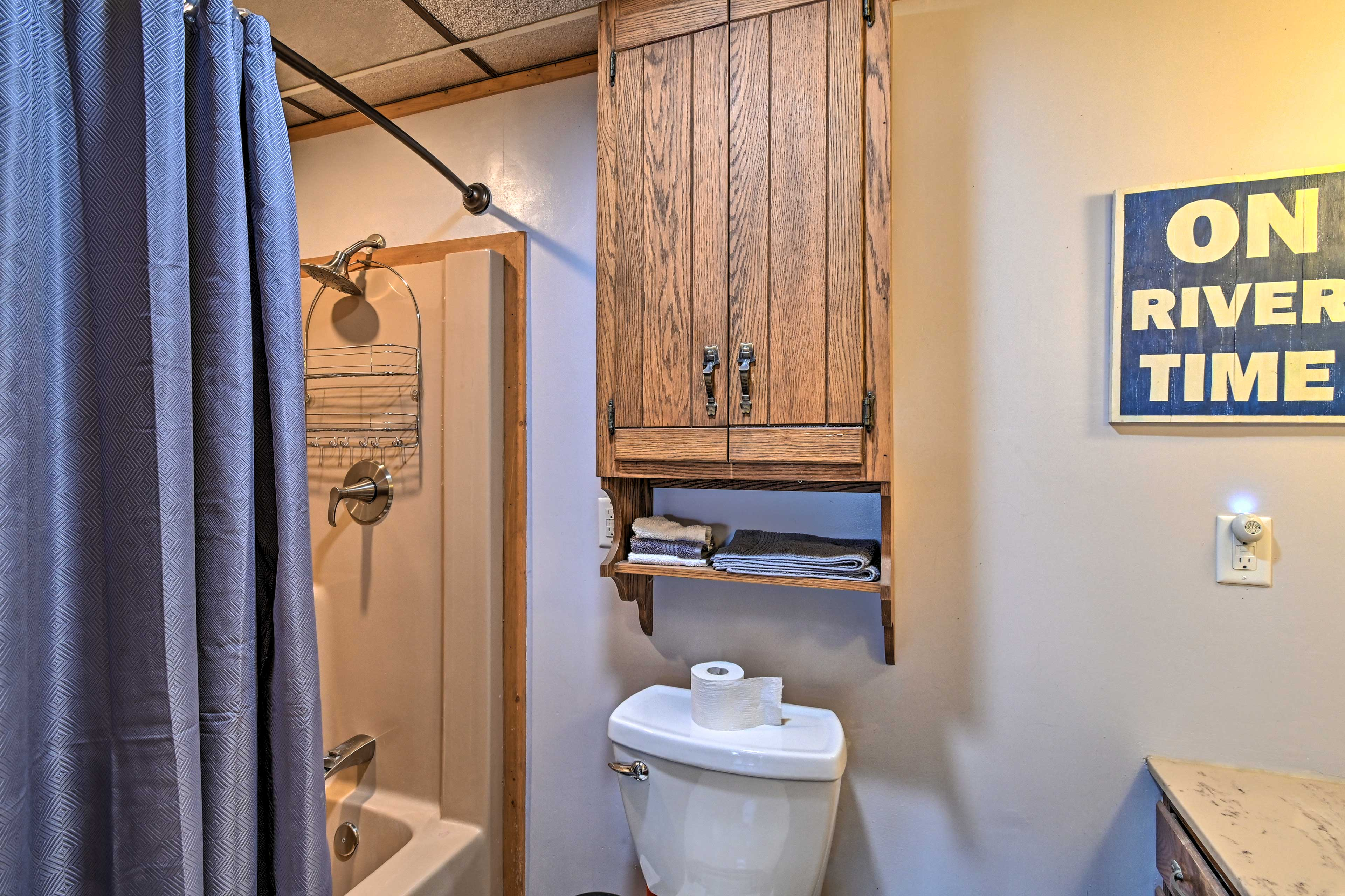 Full Bathroom | Towels Provided | Hair Dryer