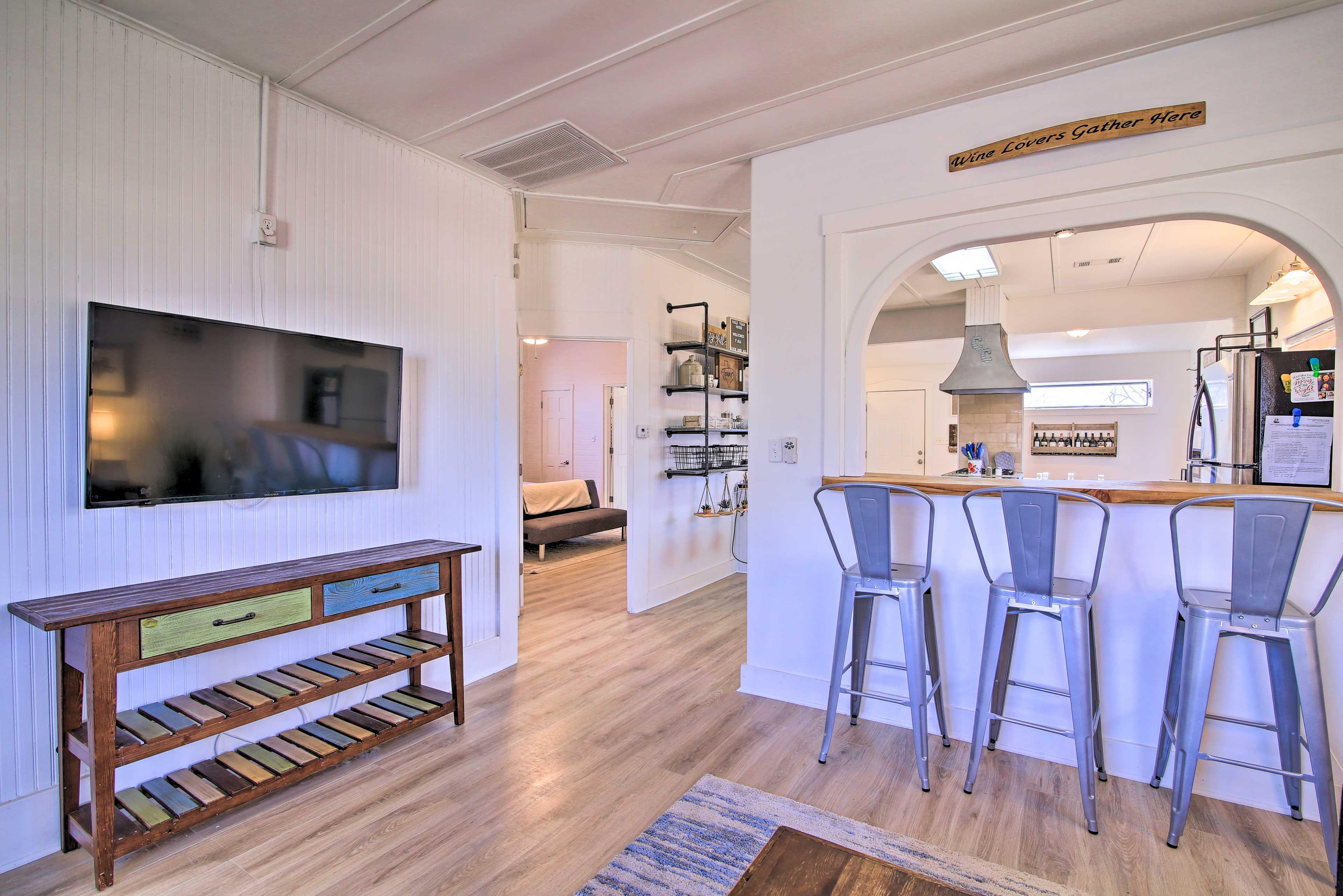 Living Room | Free WiFi | WFH Friendly