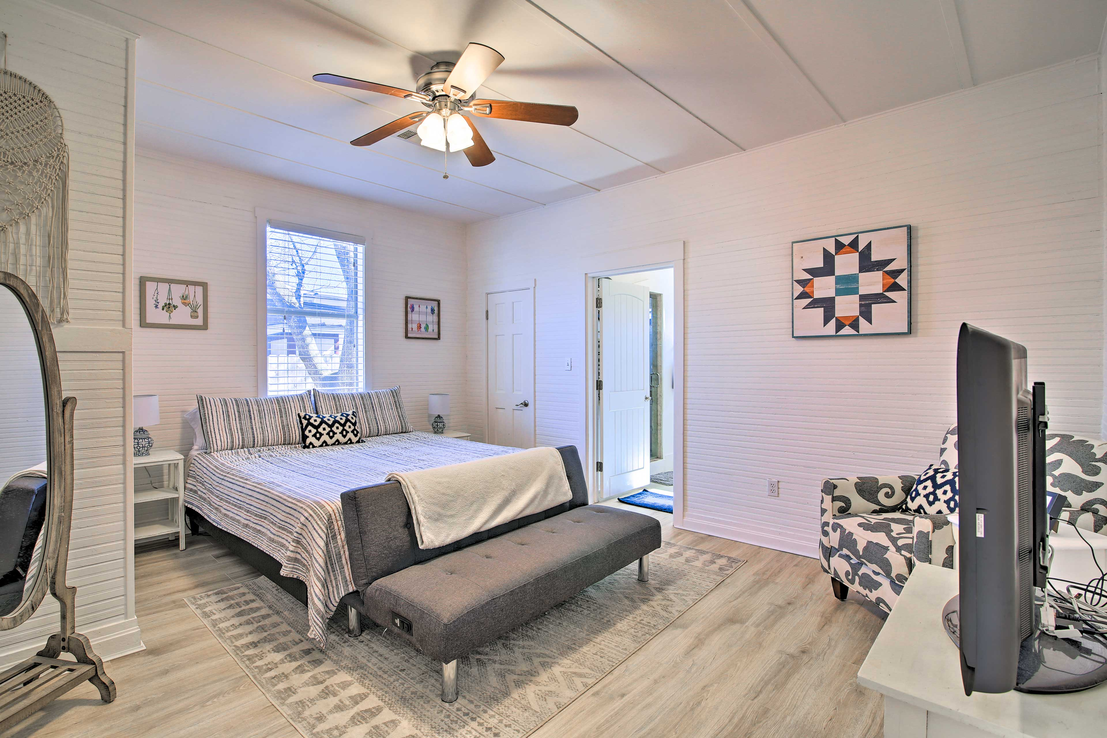 Bedroom 1 | King Bed | Futon | Linens Provided
