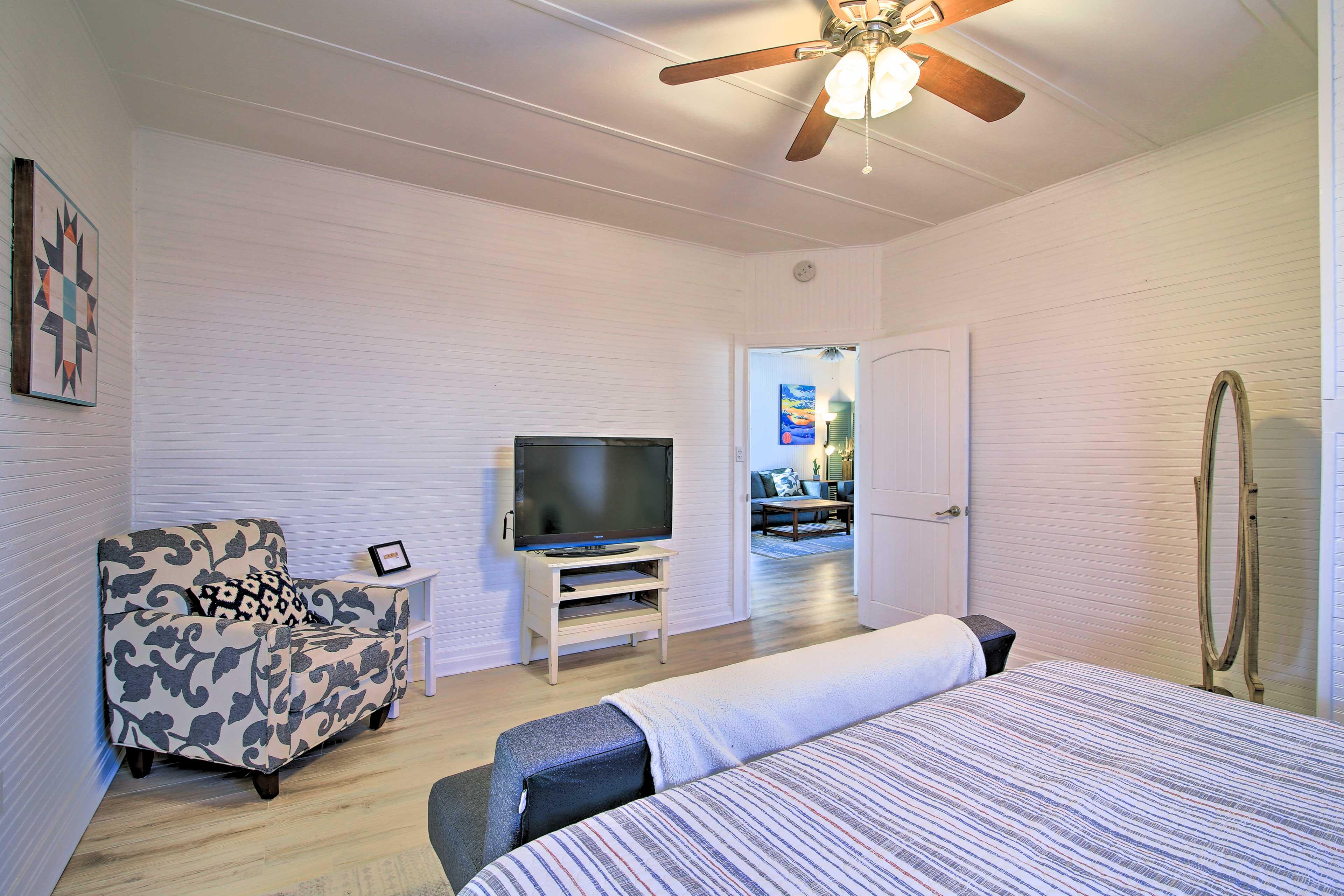 Bedroom 1 | Smart TV