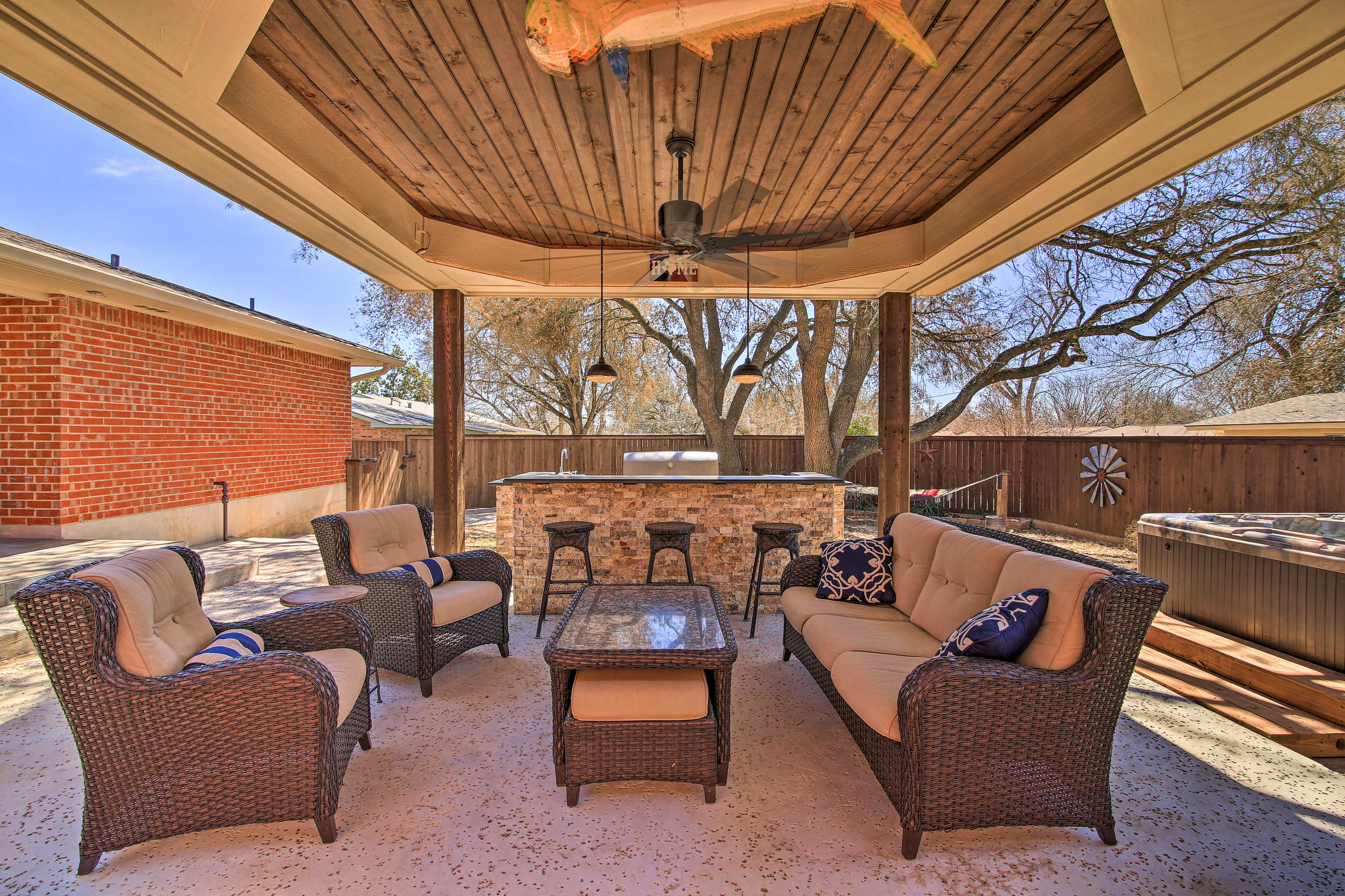 Gazebo | Outdoor Living Room | Built-In Gas Grill