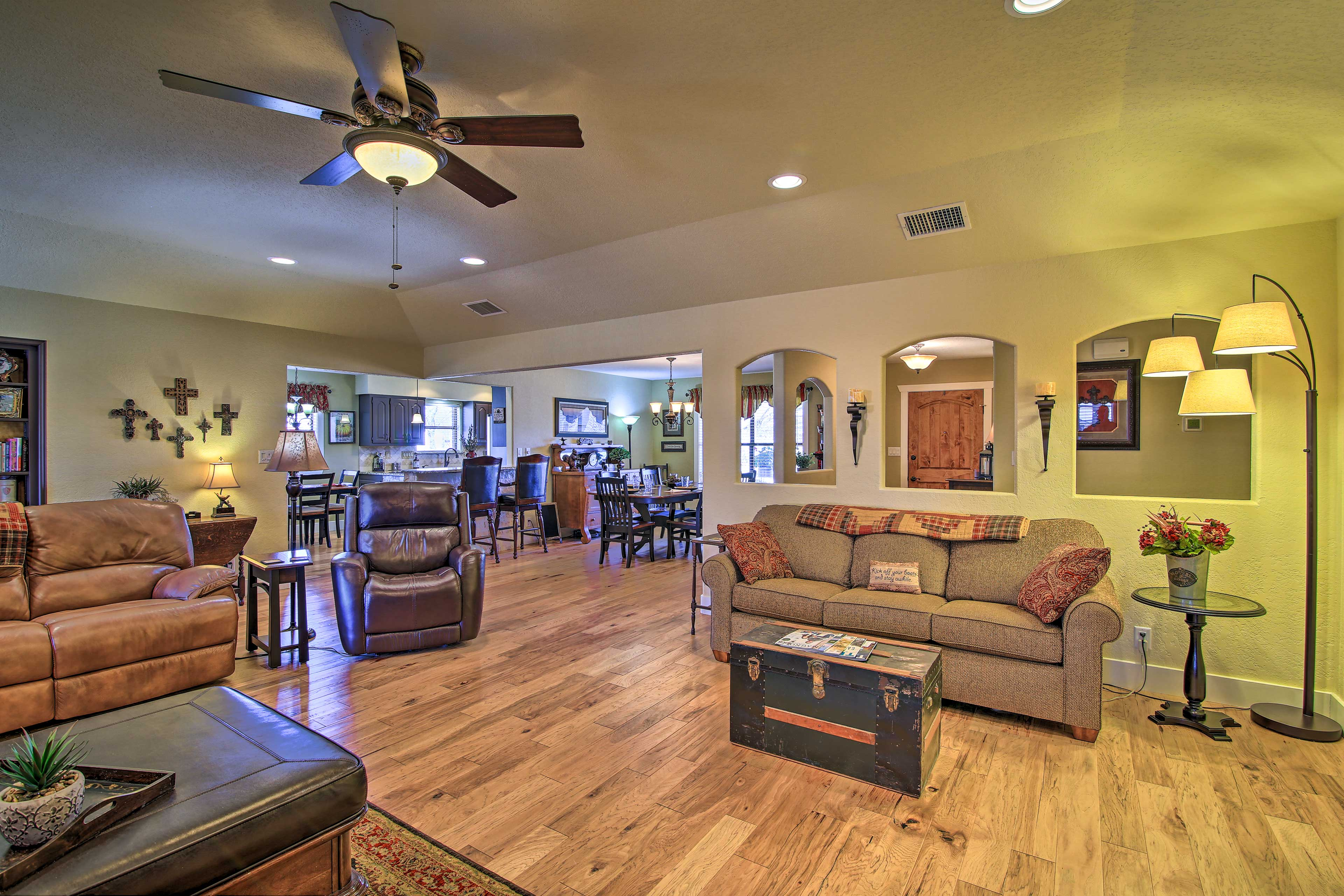 Living Room | Free WiFi | Sleeper Sofa
