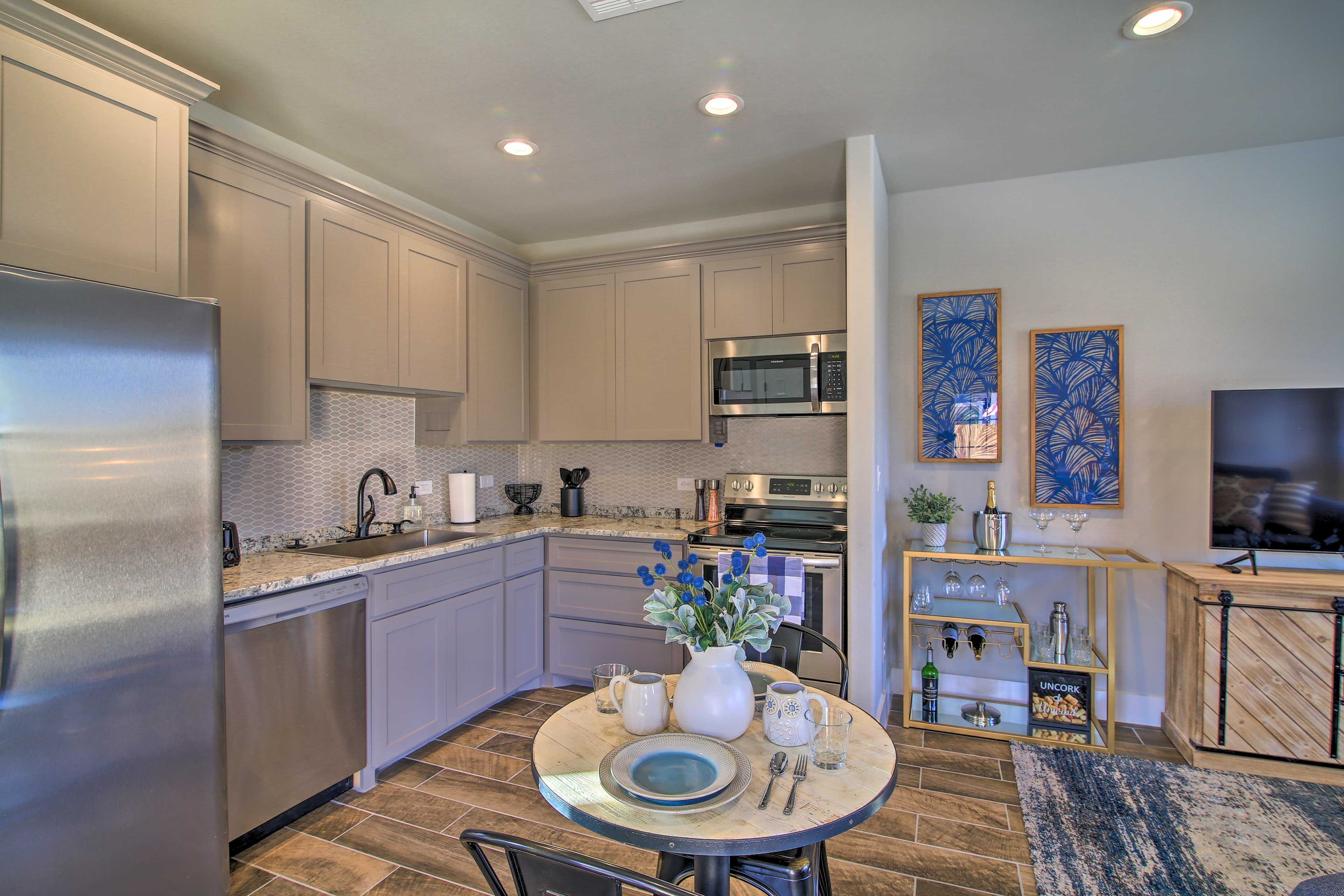 Fully Equipped Kitchen | Toaster | Trash Bags/Paper Towels Provided