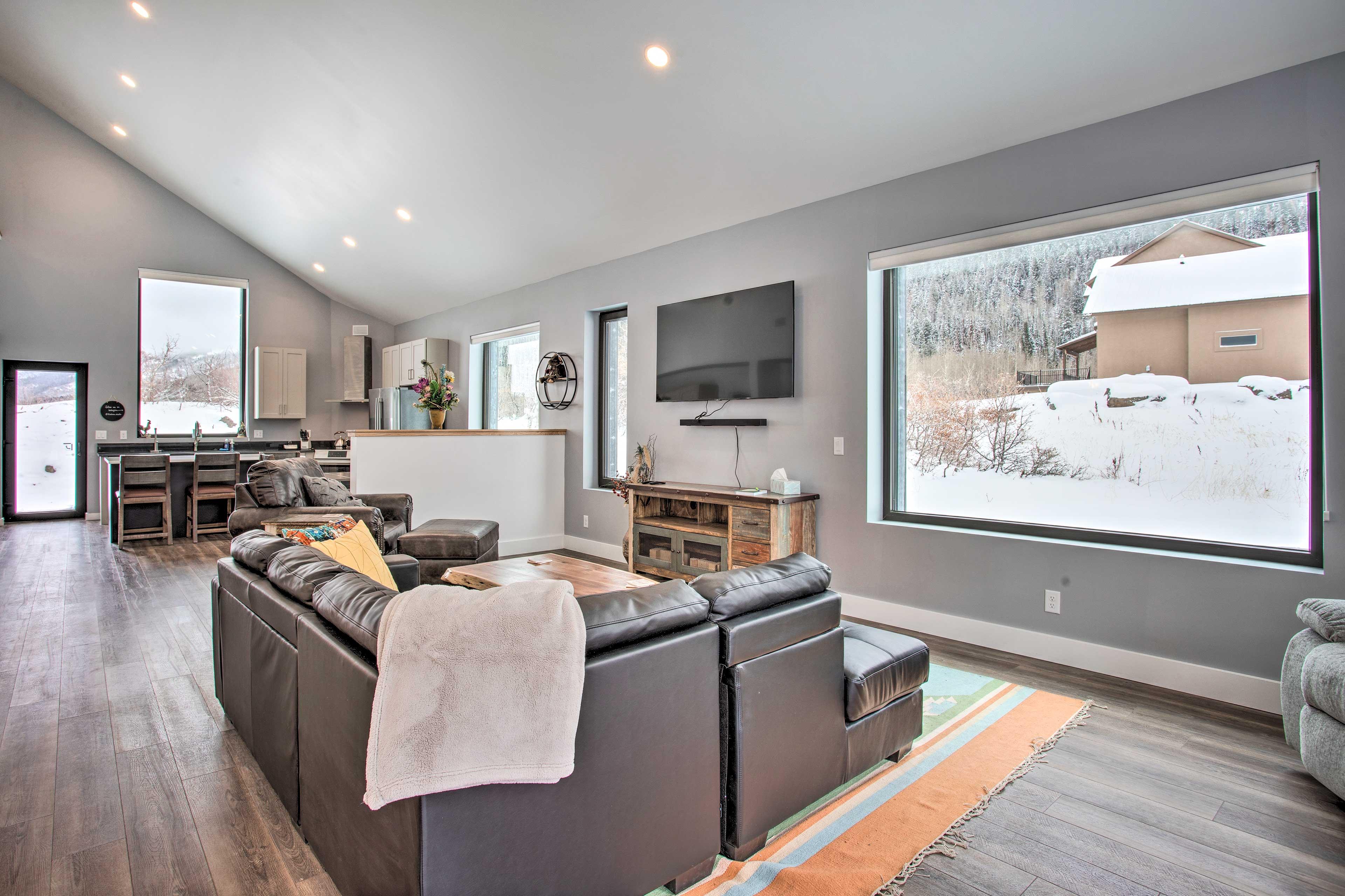 Living Room | Smart TV | Central Heating